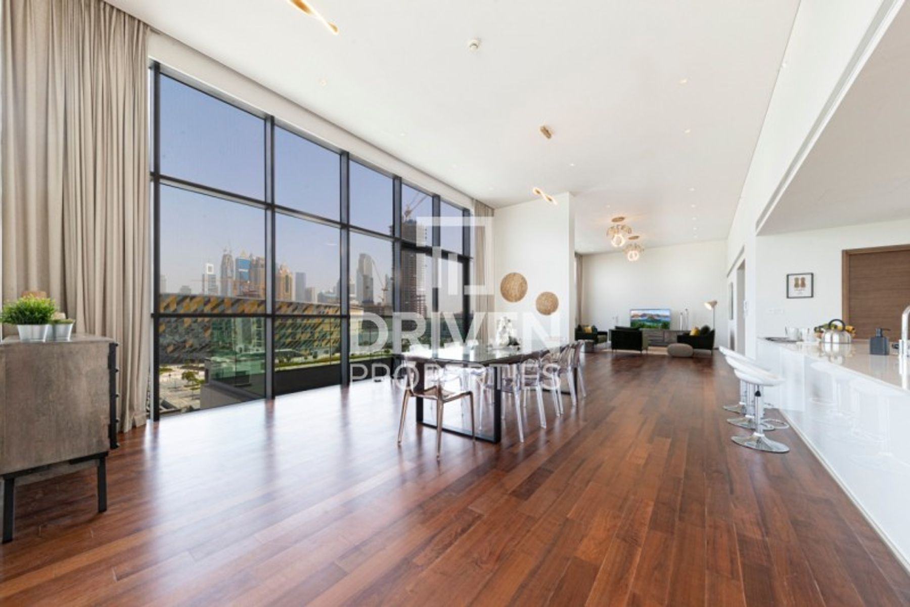 Luxurious Living. Spacious 4 Bed Penthouse