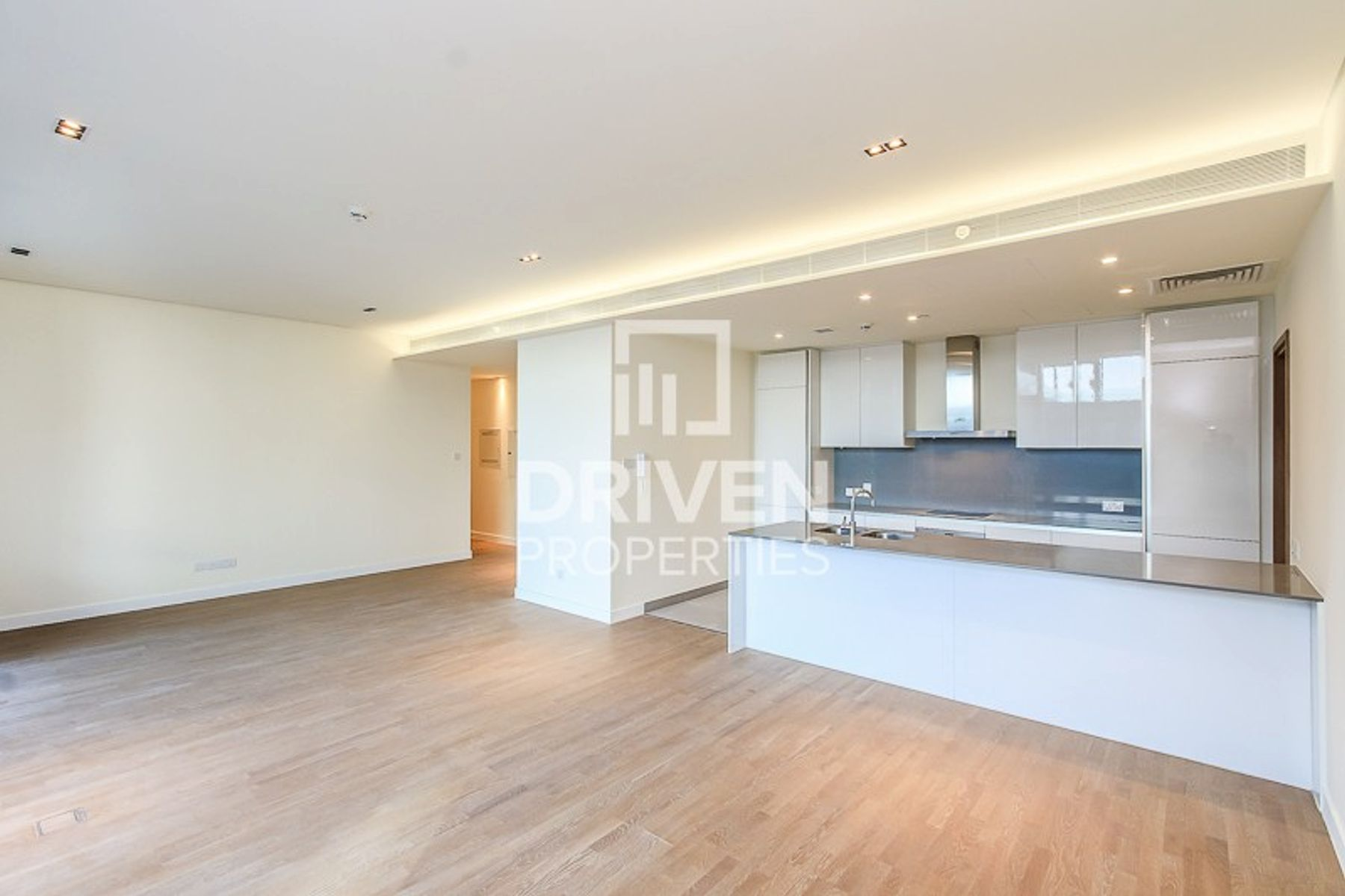 Bright 2 Bed, 13 Months and Close to Mall