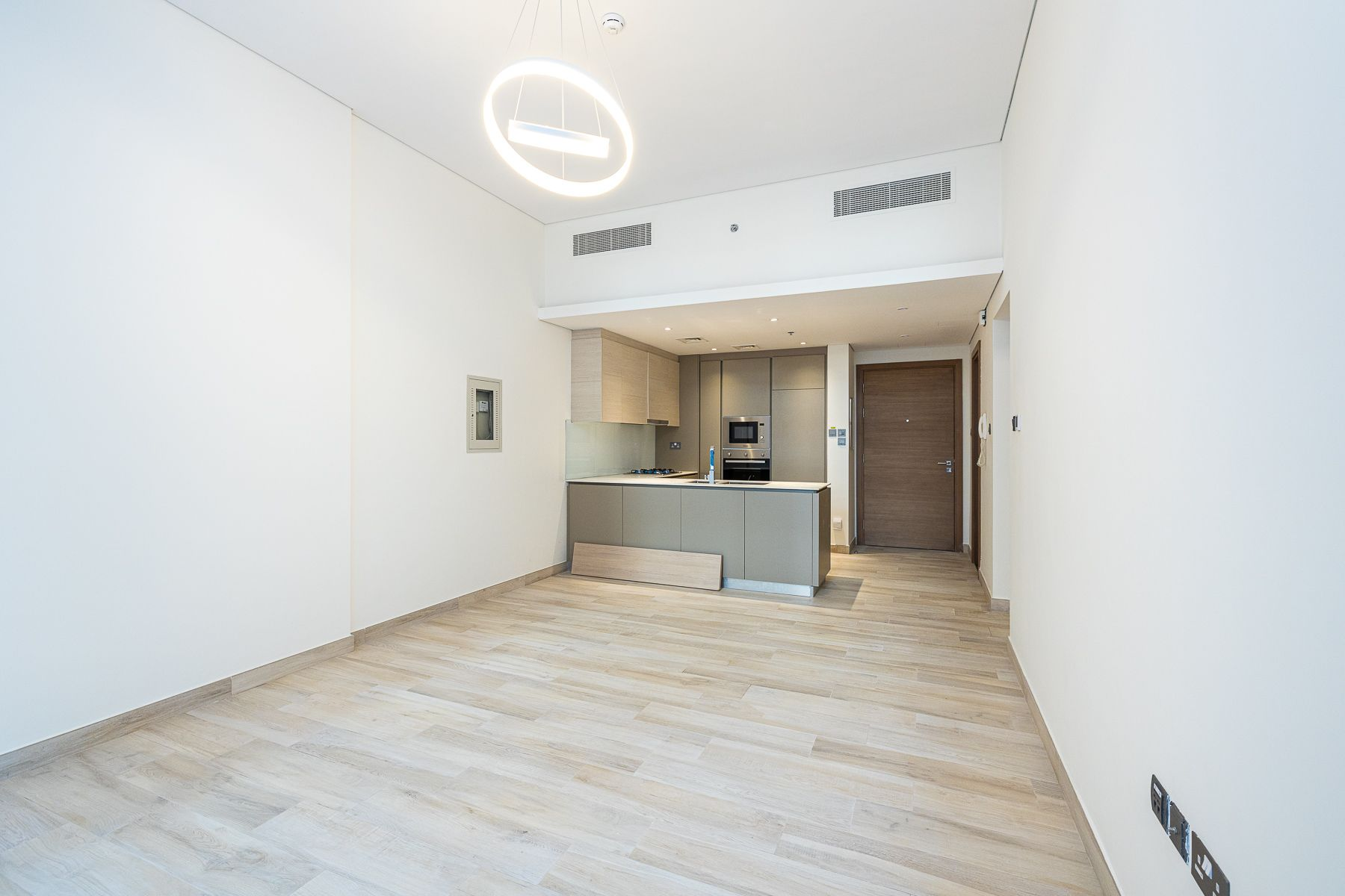 Ready to Move in, Elegant 1 Bedroom Unit