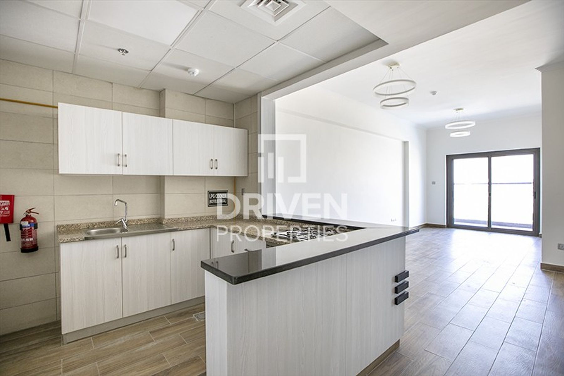 12 Cheques/1 Bed Apt with Equipped Kitchen