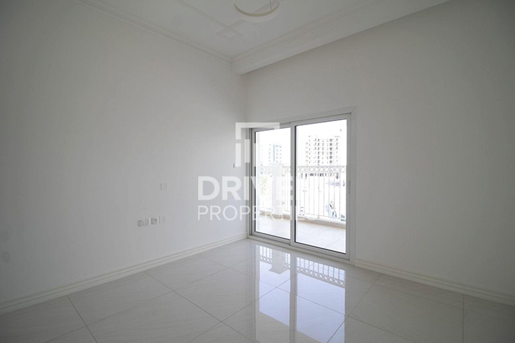 Apartment for Rent in Vincitore Palacio, Arjan
