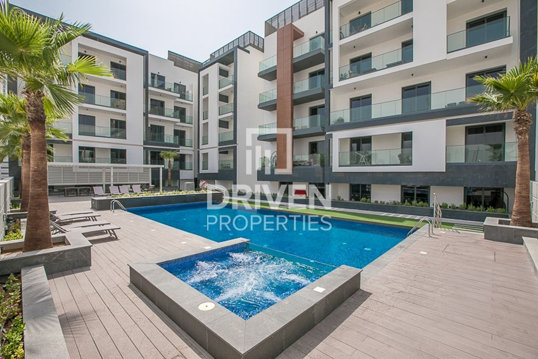 Stylish 1 Bedroom Apartment with Pool View