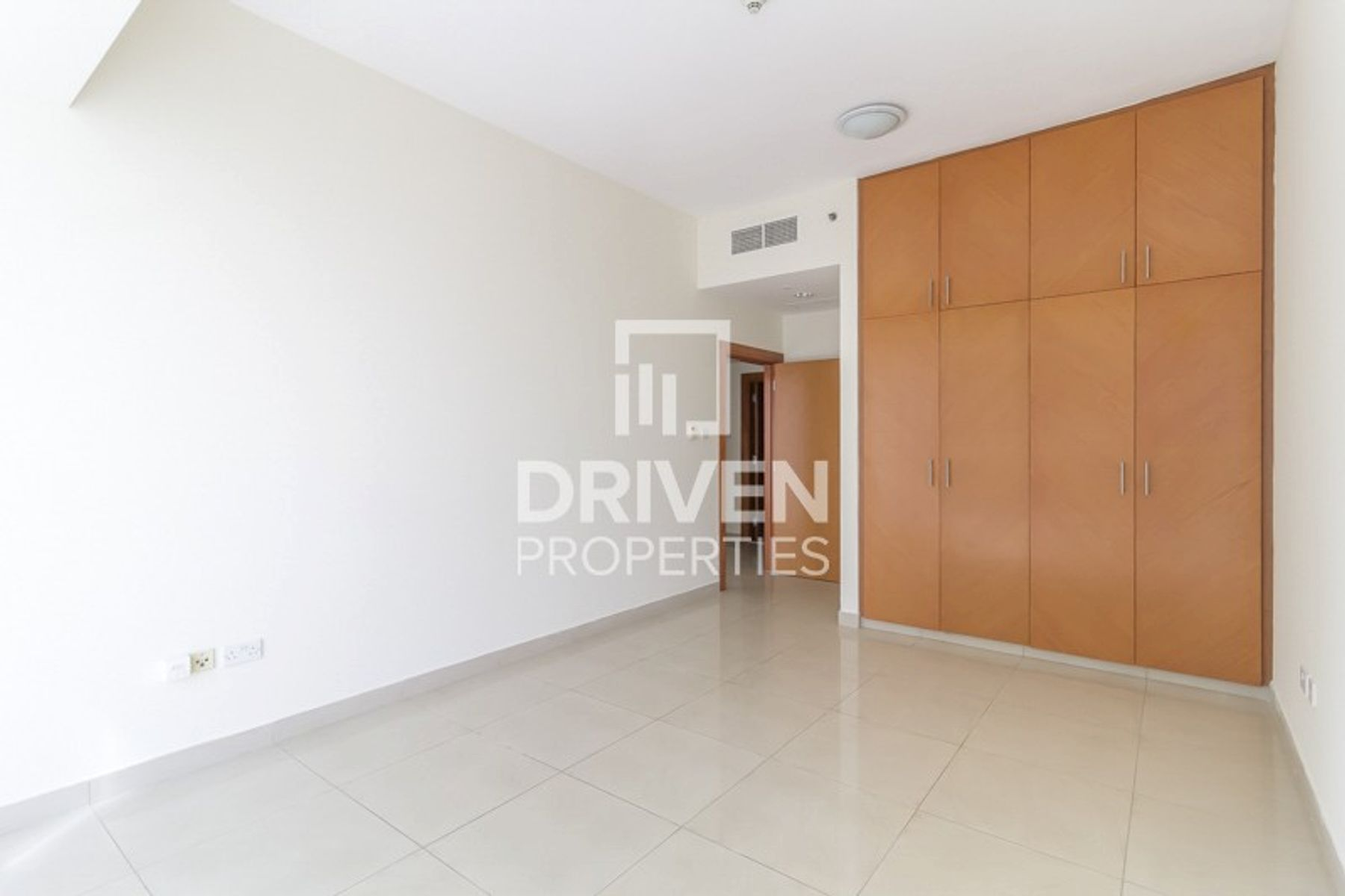 Spacious Unit and Close to Metro Station