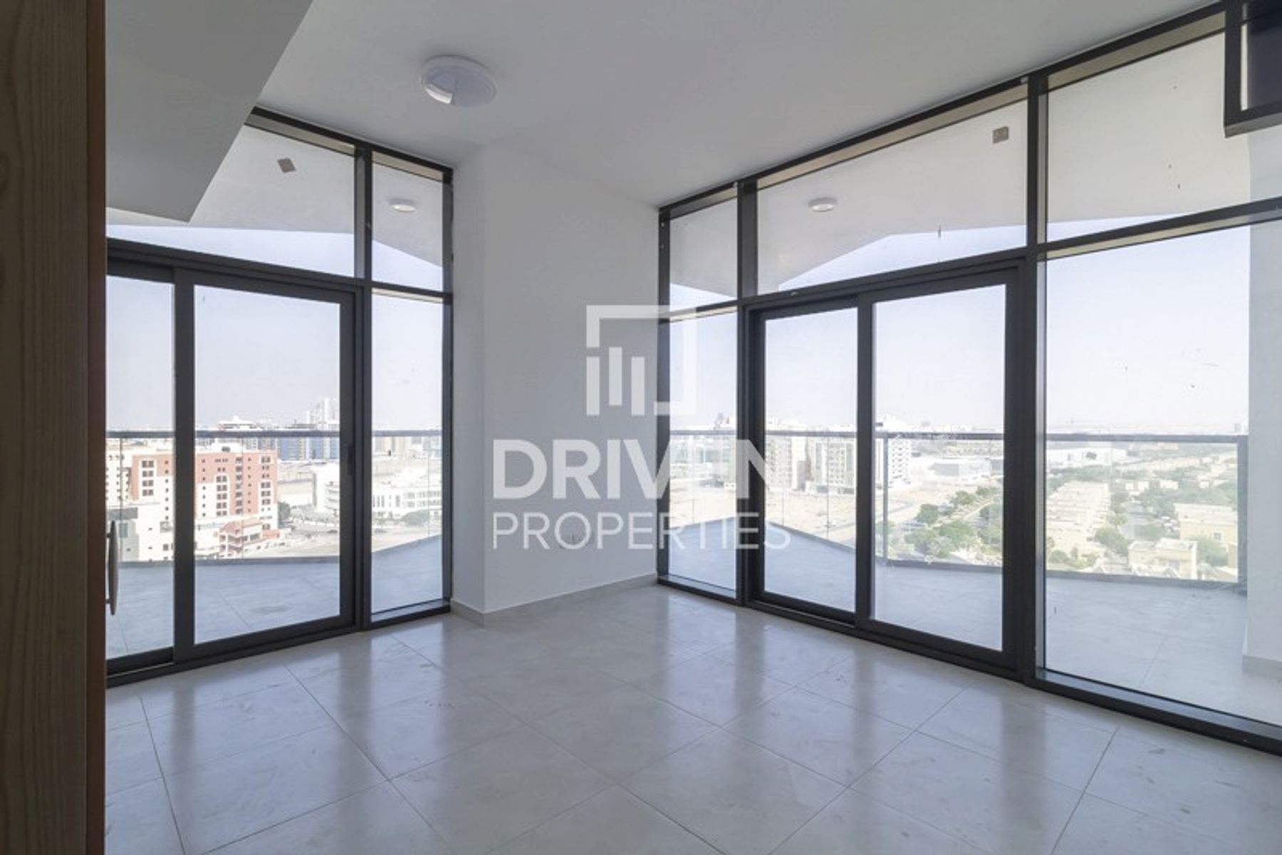 New and Spacious Apt with Panoramic View