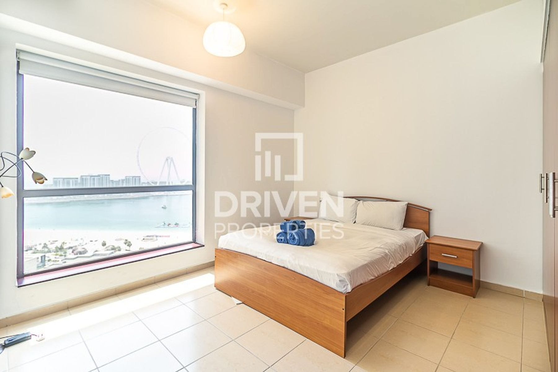 Vacant 2 Bed Unit with Amazing Sea Views