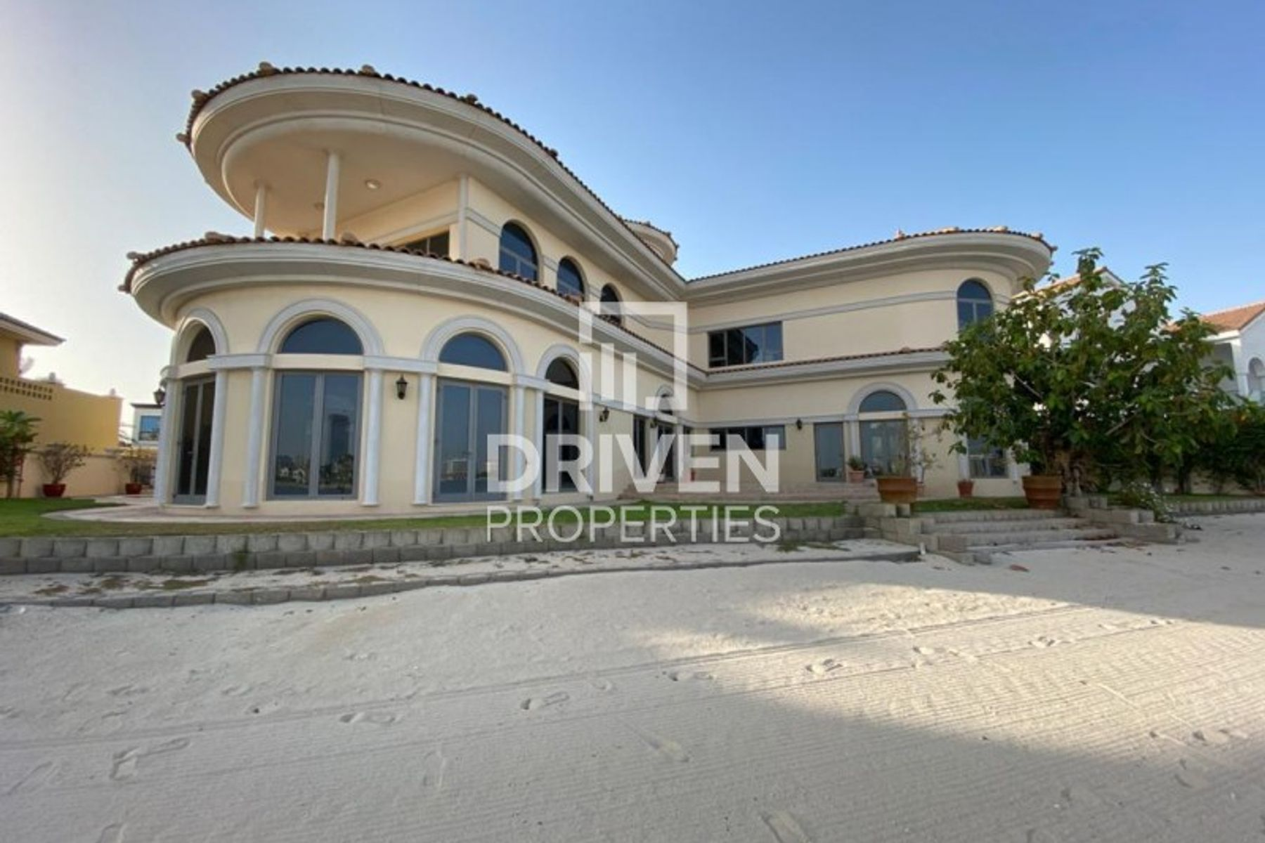 Amazing 6 Bedroom Villa in Palm Jumeirah
