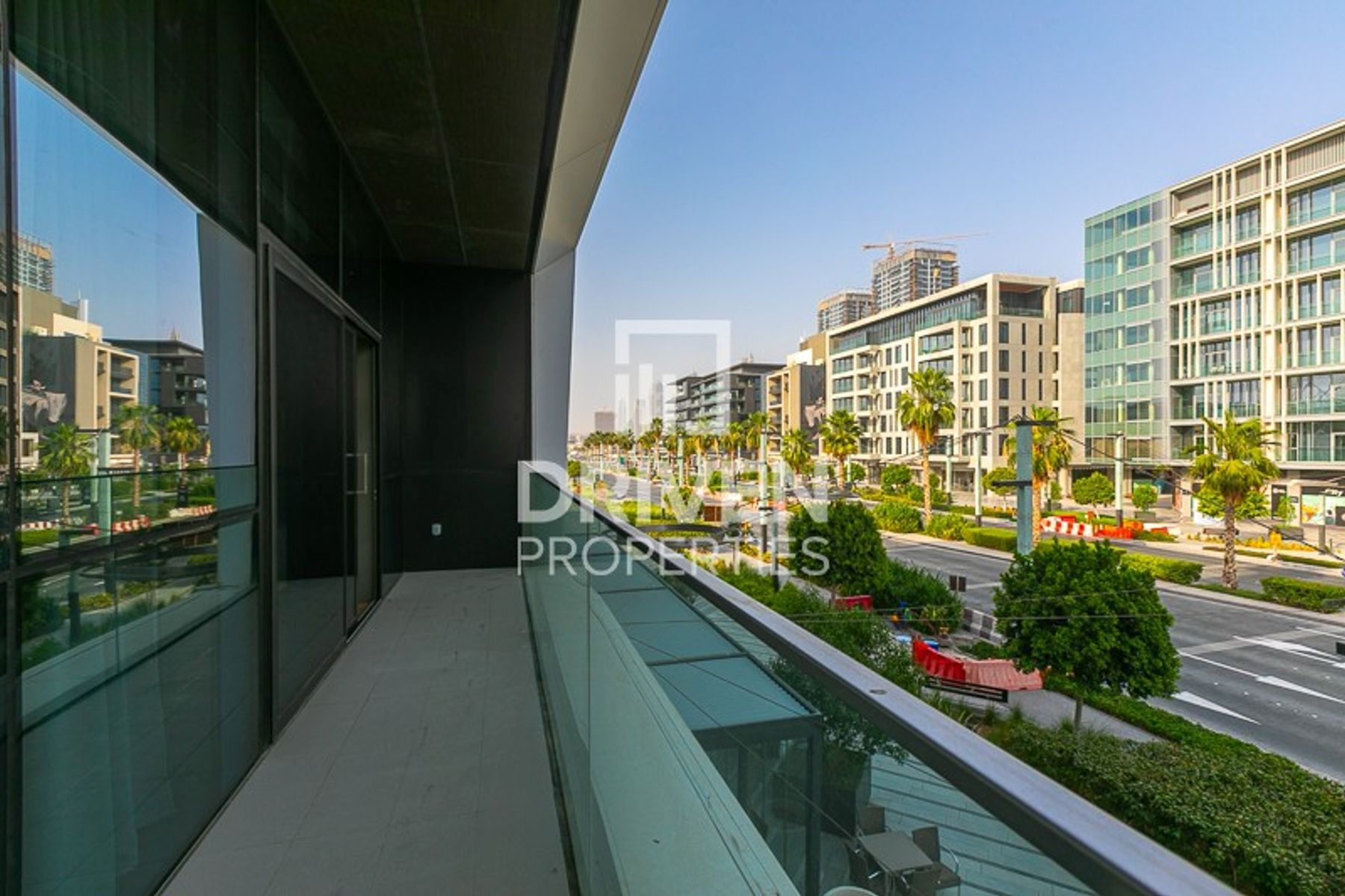 Lovely Boulevard Views | Up to 4 Cheques