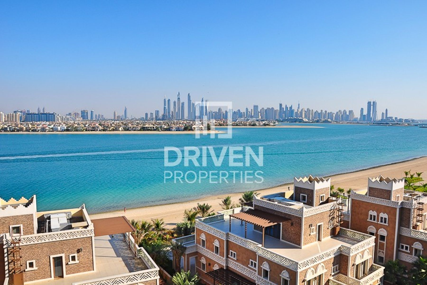 Luxurious 4 Bed Apt with Stunning Sea View