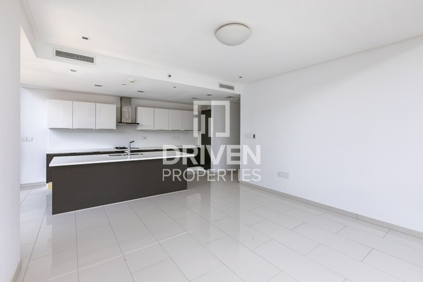 Beautiful and Bright 1 Bedroom Apartment