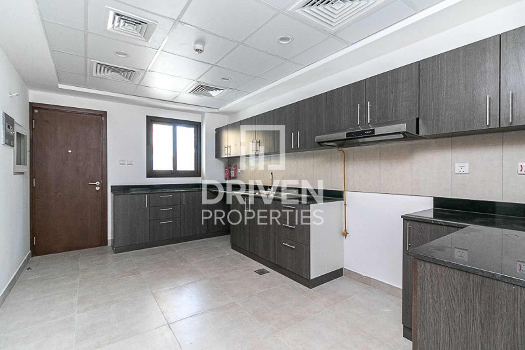 Elegant 4 Bed Townhouse with 1 Month Free
