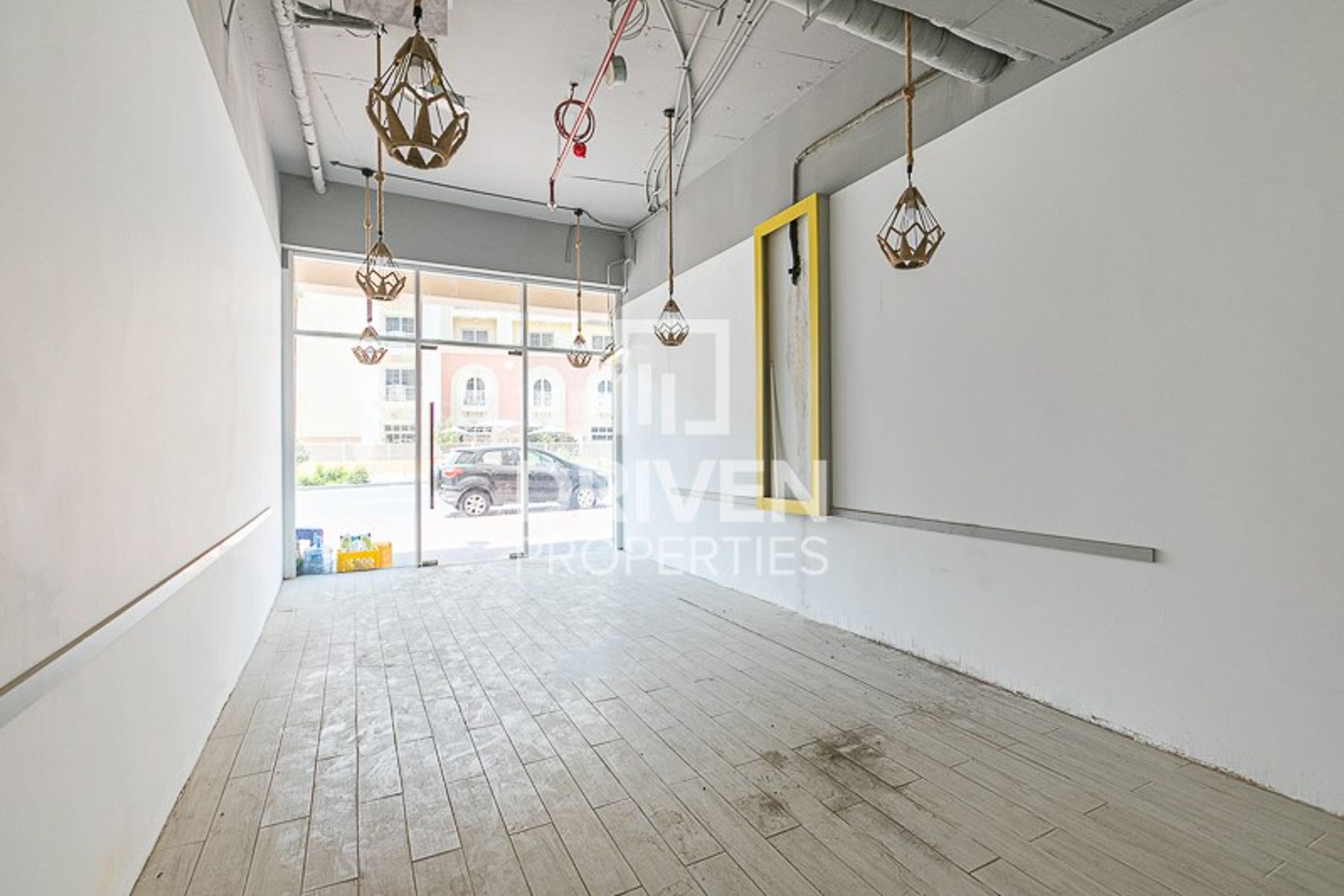 Retail Shop, Ideal Location for Business