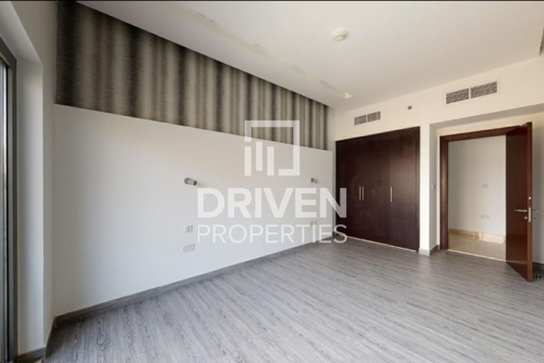 2 Bed Unit with Closed Kitchen and Terrace