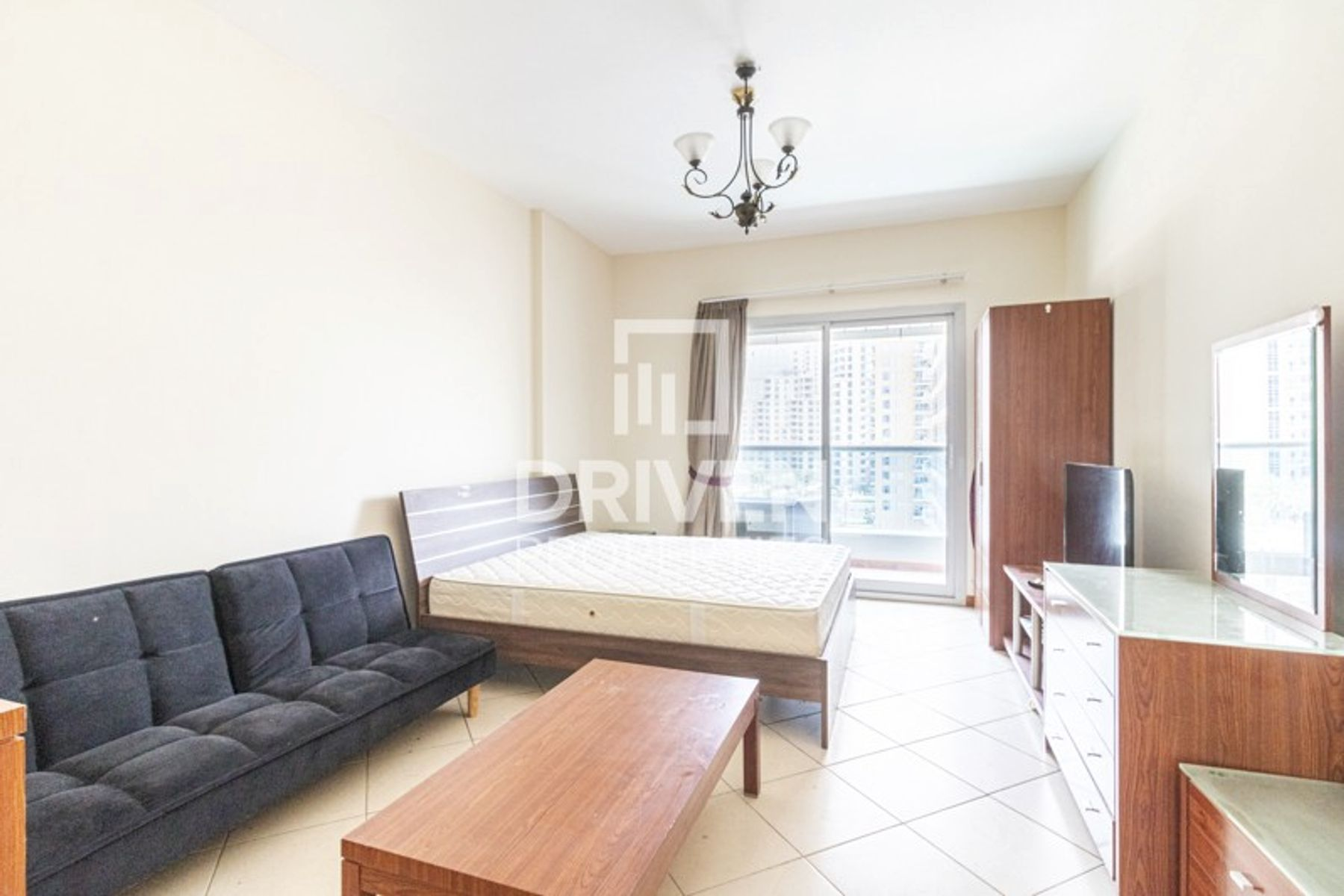 Stunning Studio Apartment, Next to Metro
