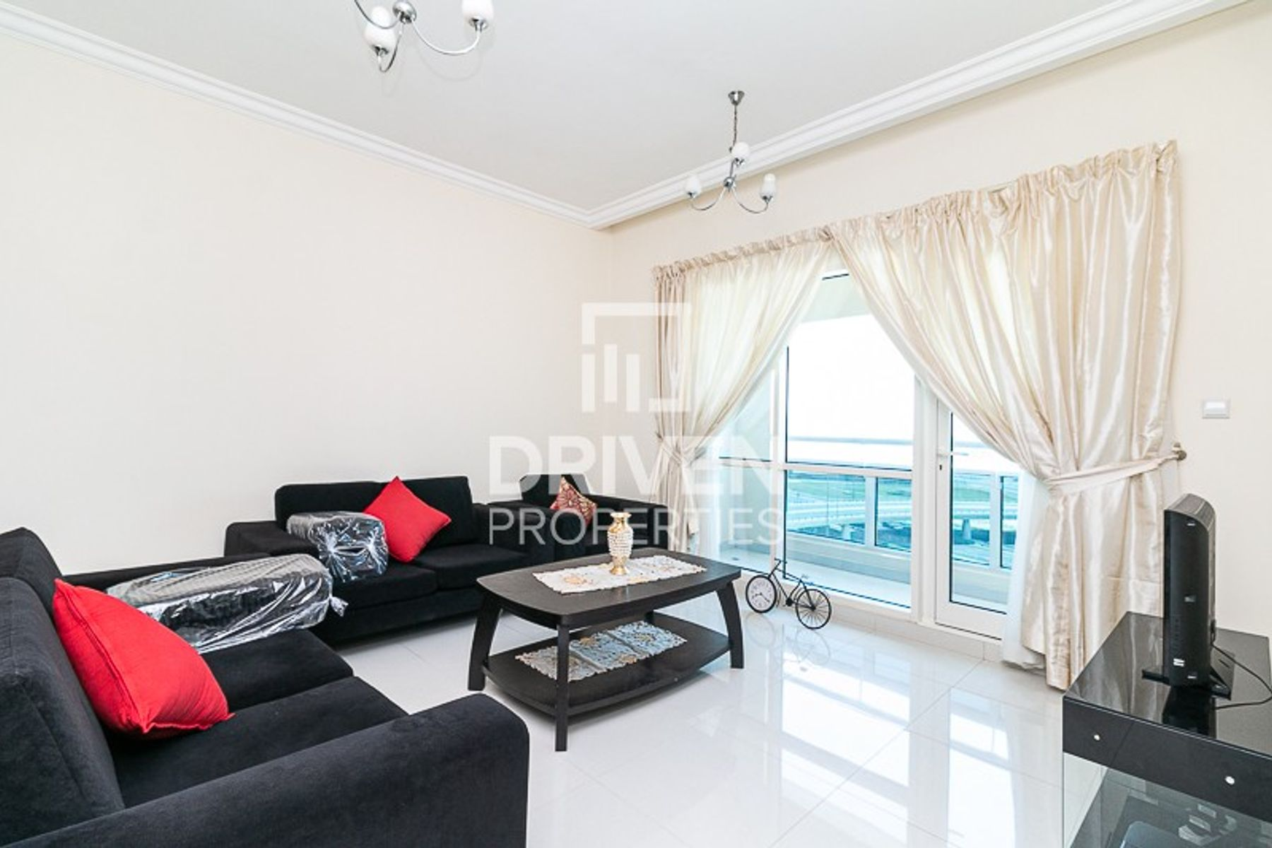 Fully Furnished 1 Bed Apt in Business Bay