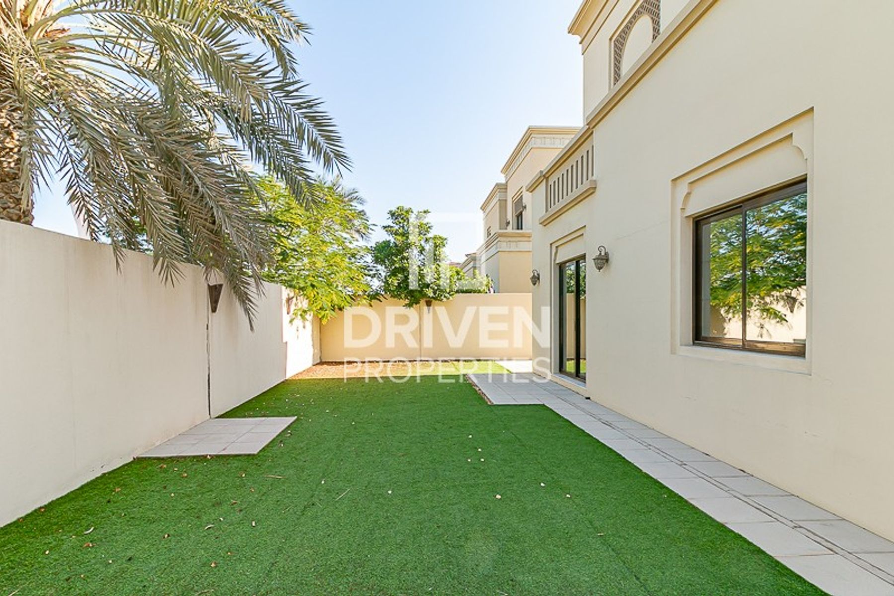 Spacious 3 Bed Villa with Community View