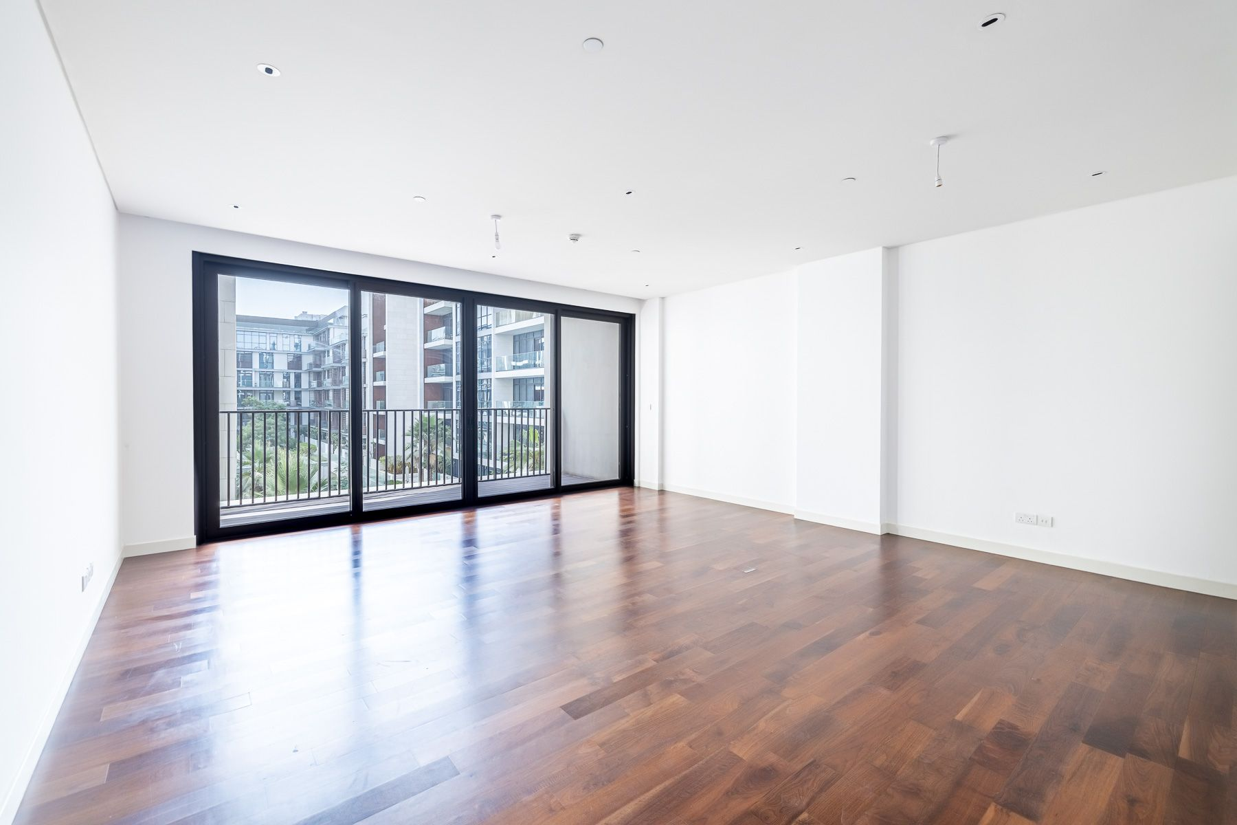 Large 1BR   Additional Storage   Pool View