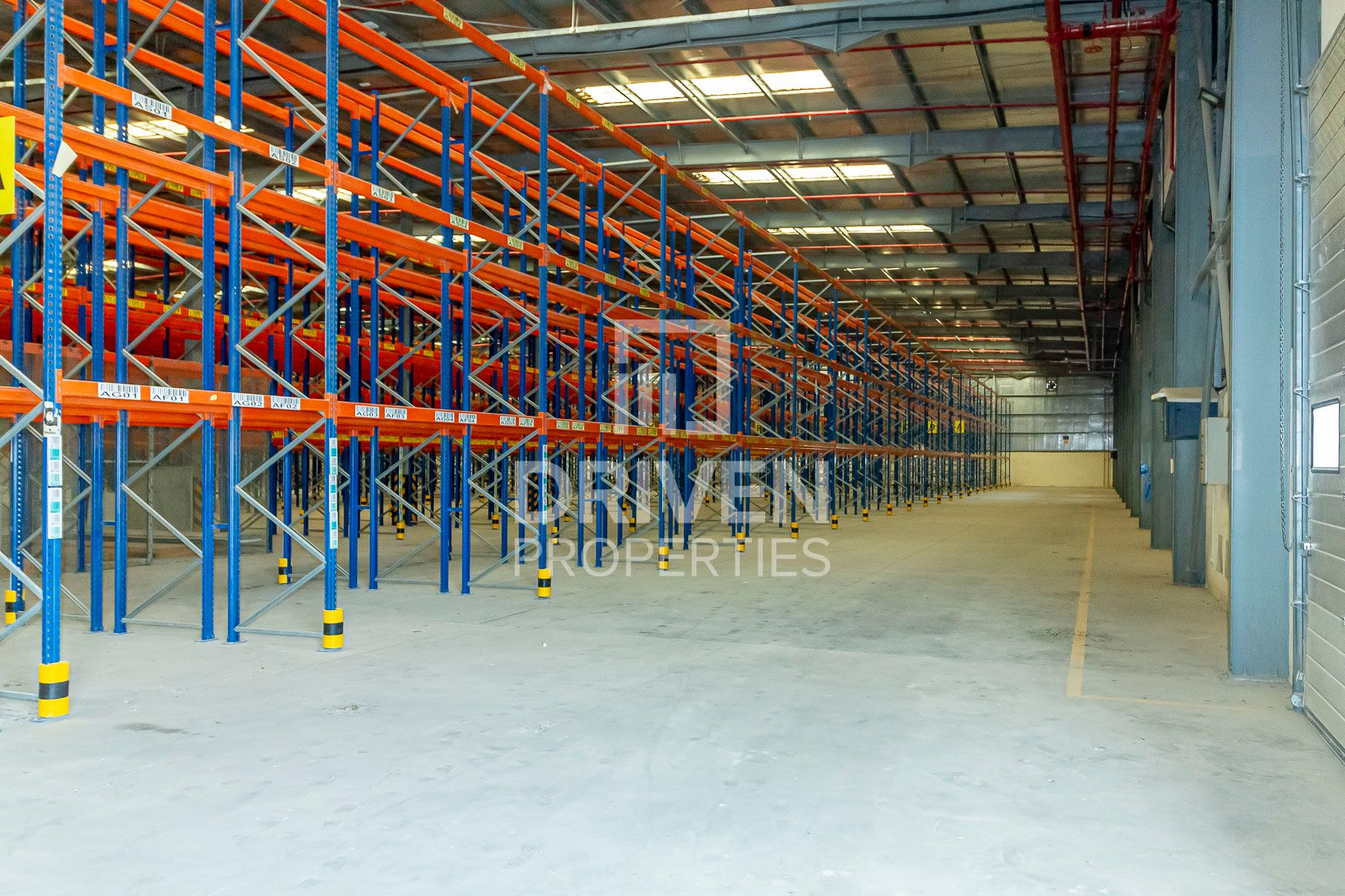 WELL MAINTAINED LARGE WAREHOUSE IN JAFZA