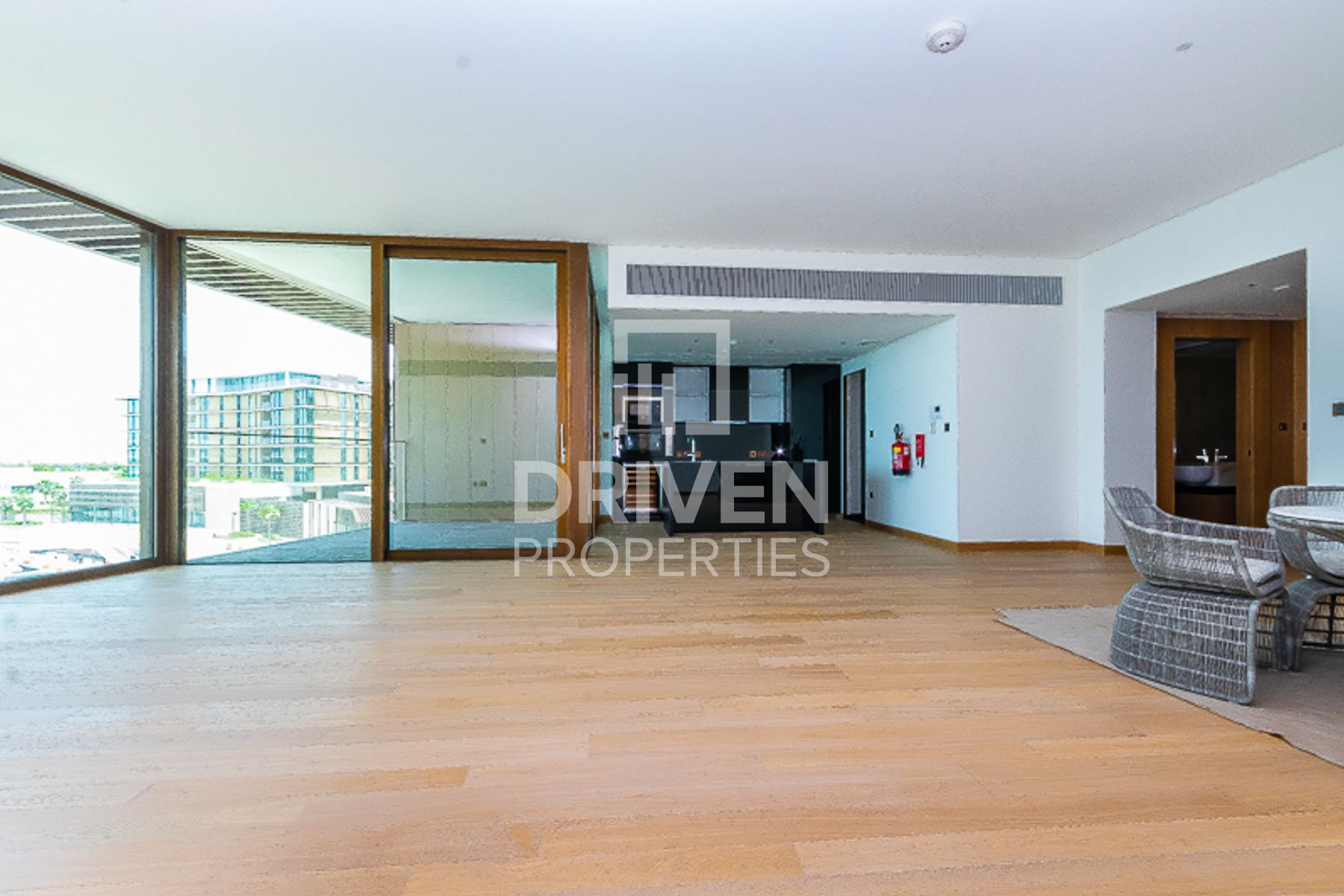High Floor 3BR + M Apt with Marina views