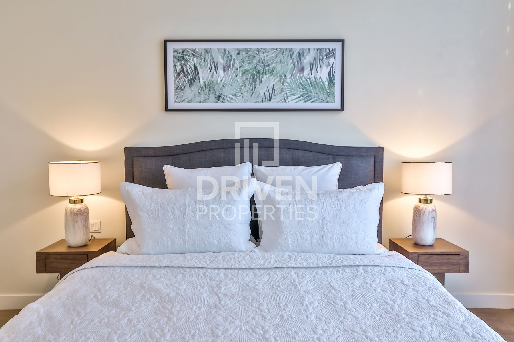 Bright and Furnished Apt   Boulevard View