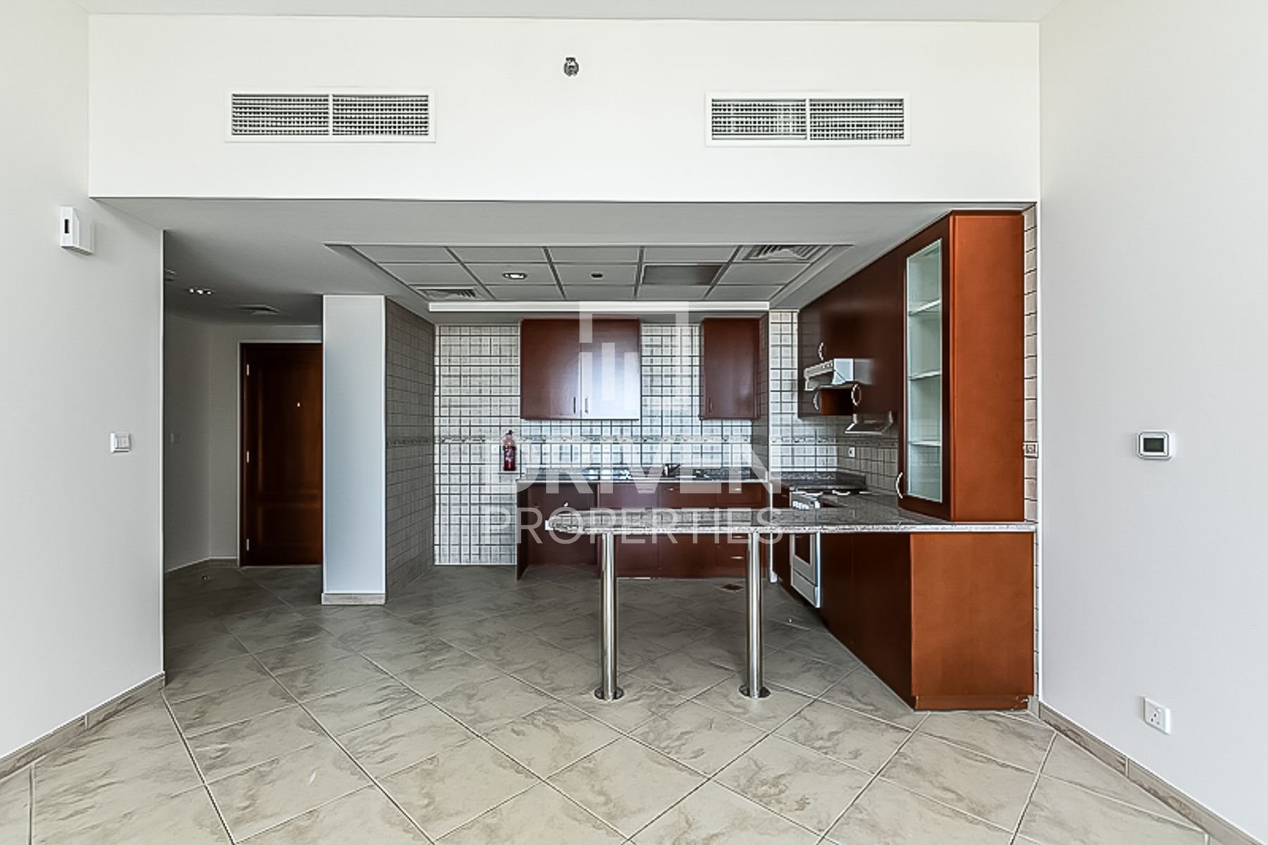 Huge and Bright Apt | Close to Amenities