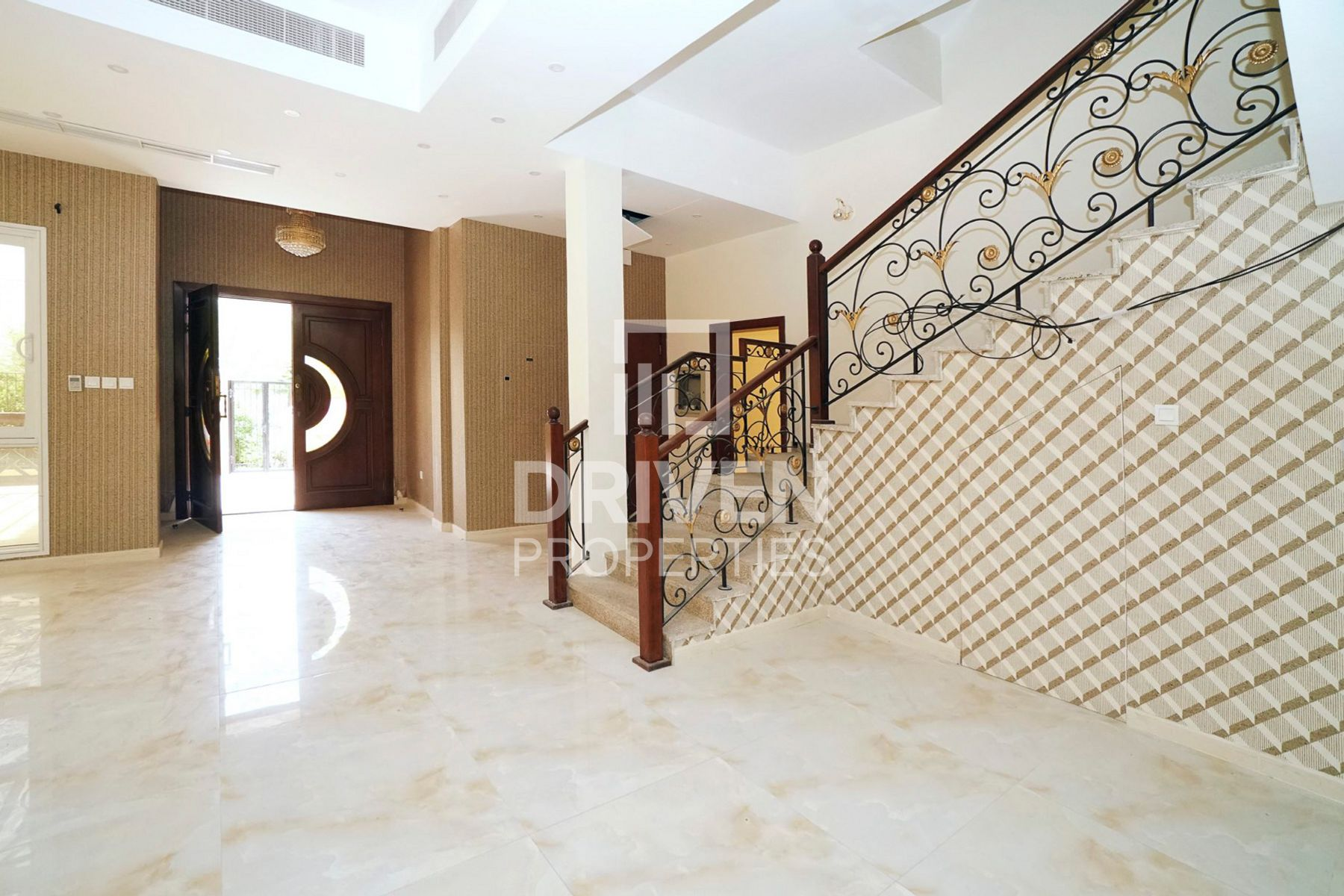 Vacant, Brand New Custom Made 6 Bed Villa