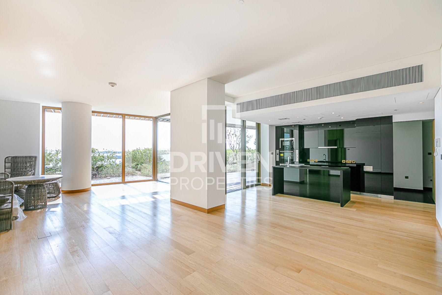 Elegant and Large Apt with Full Sea View