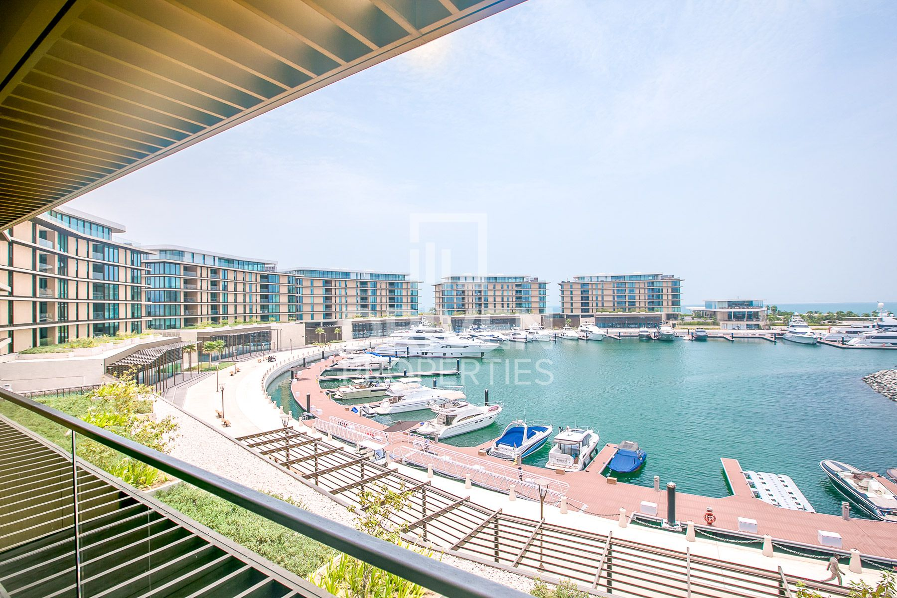 Luxurious Living Unit with Full Sea Views