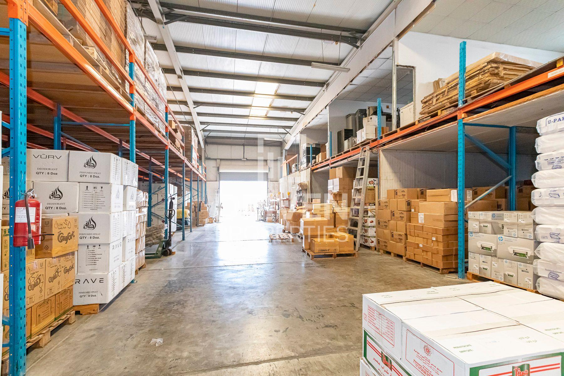 للبيع - مستودع - القوز الصناعية 4 - القوز