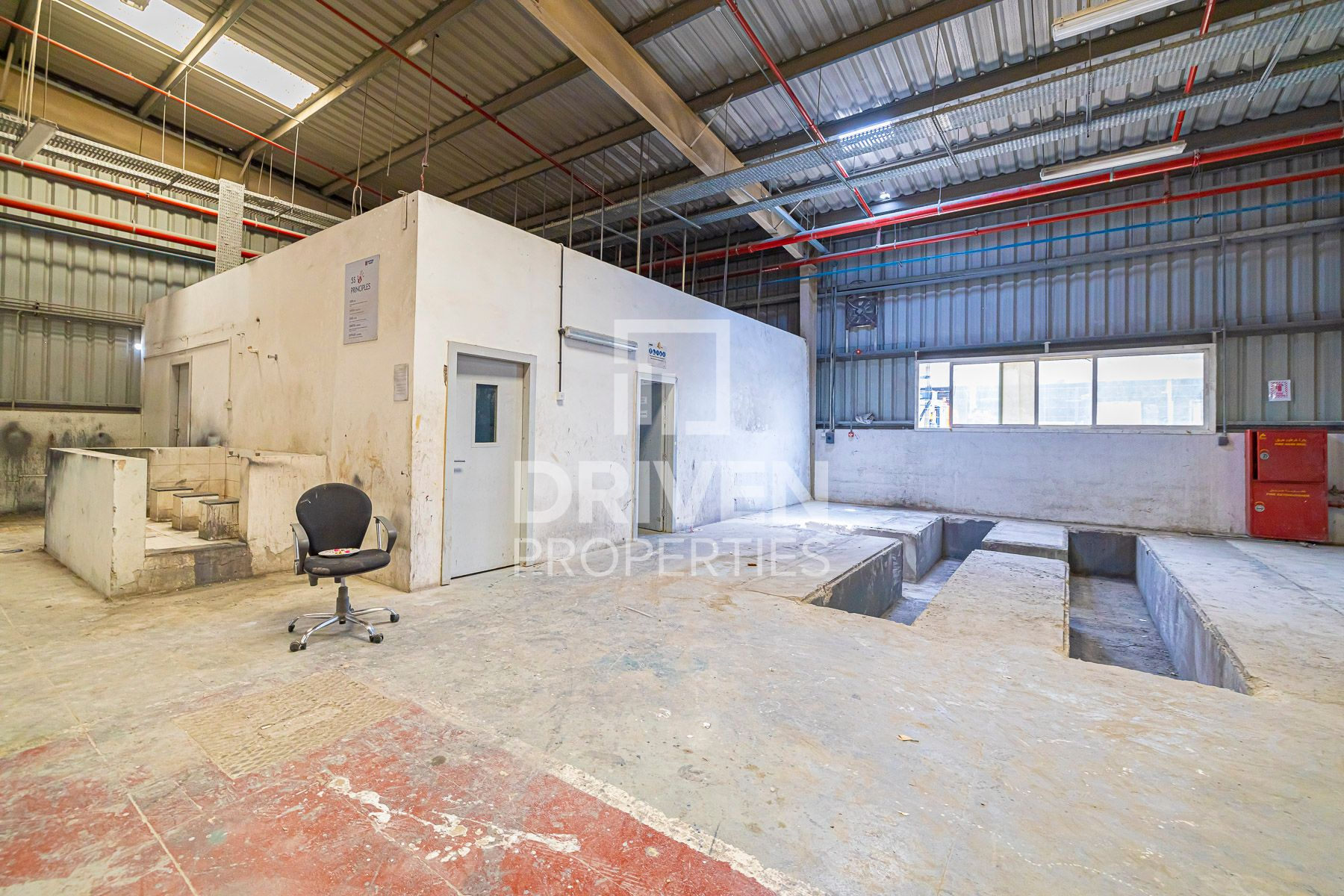 Fully Furnished and Single Row Warehouse