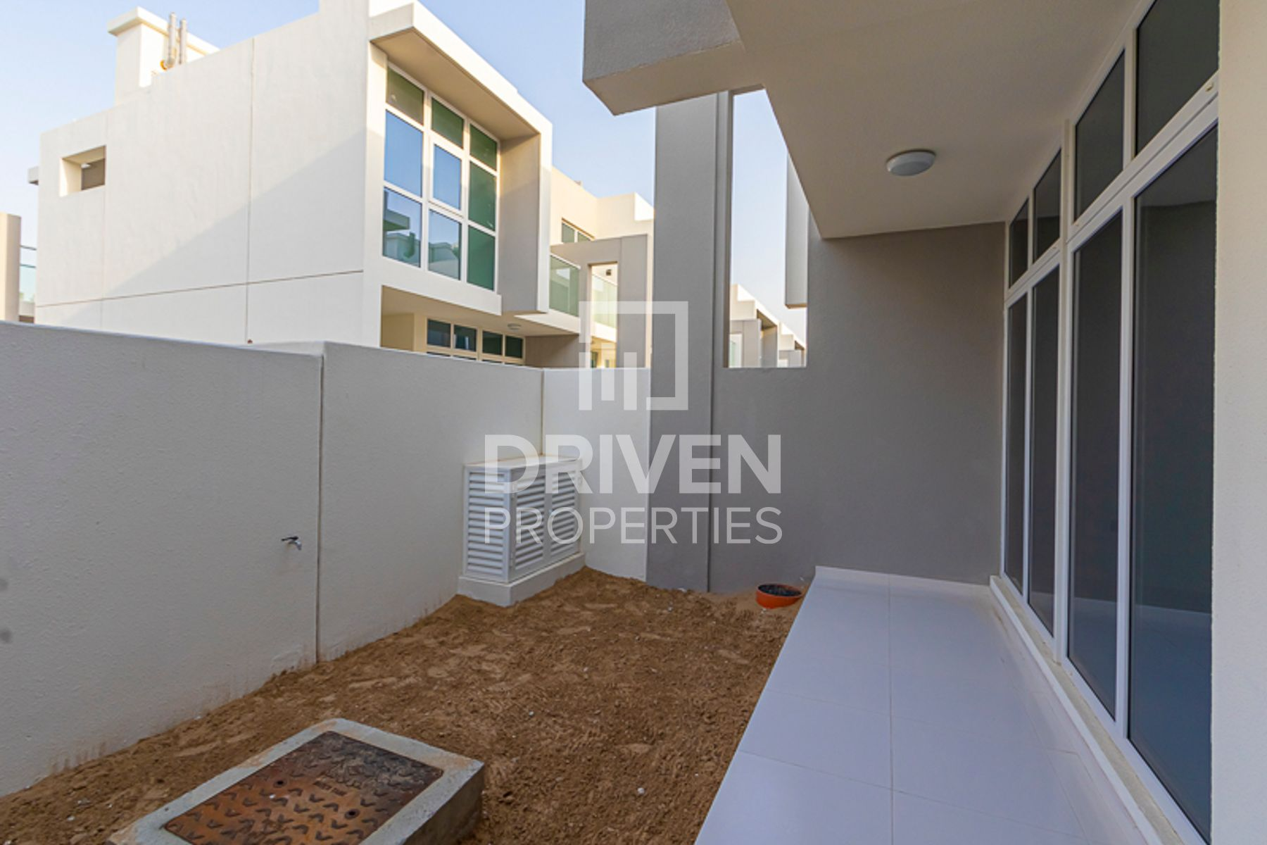 New Upgraded 3 Bed Villa, Great Community