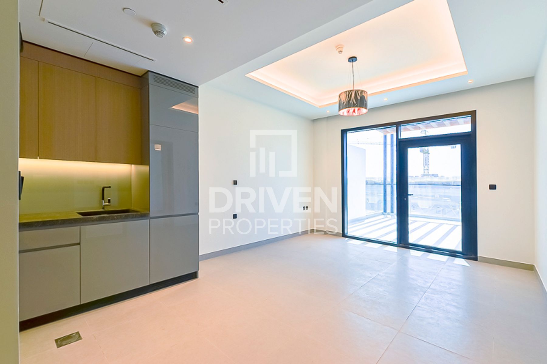 New1 Bed Unit with Terrace, Up to 12 Cheques