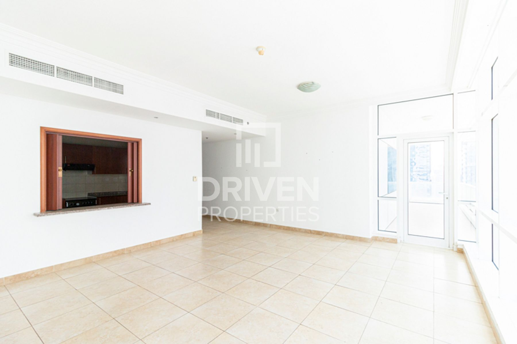 Spacious 2 Bedroom Apt with Chiller Free