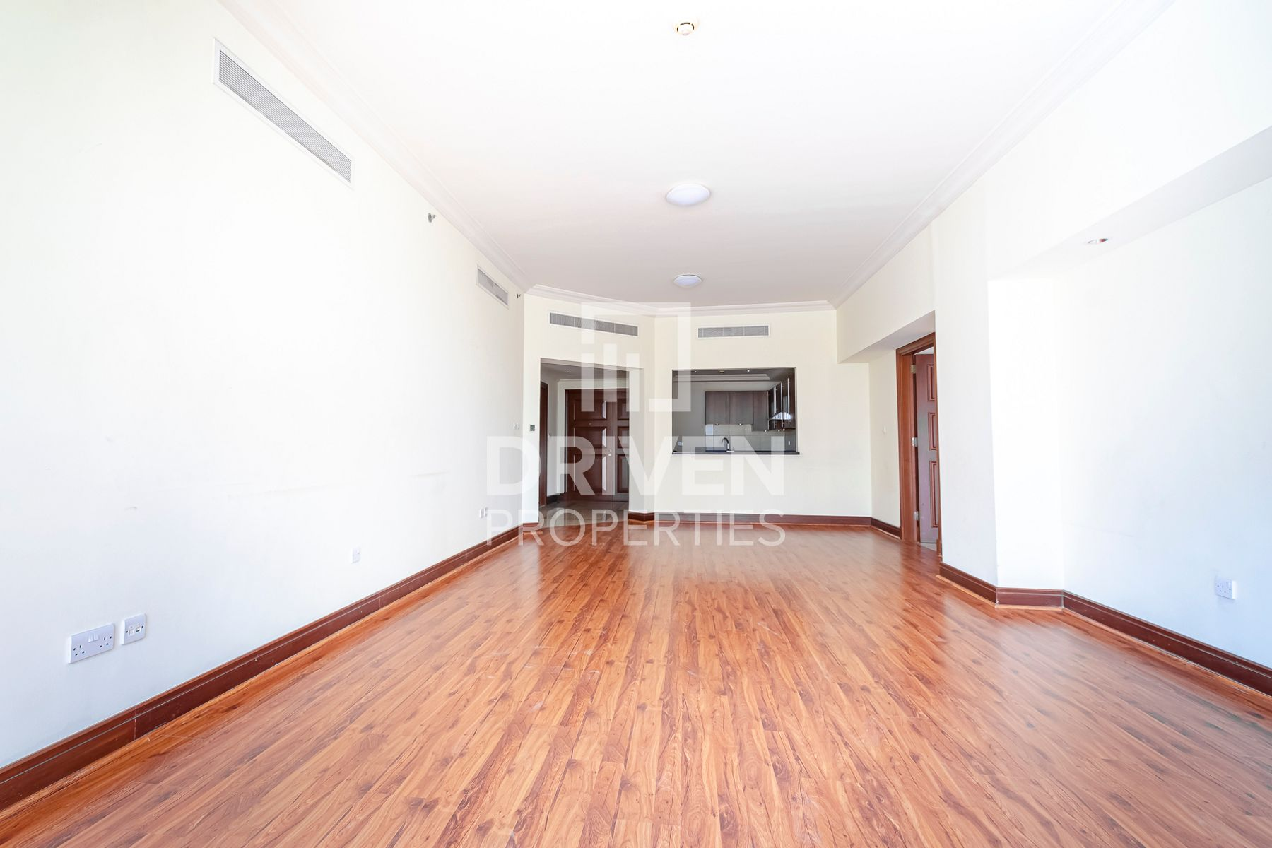 Spacious 2 Bedroom Apartment, Huge Balcony