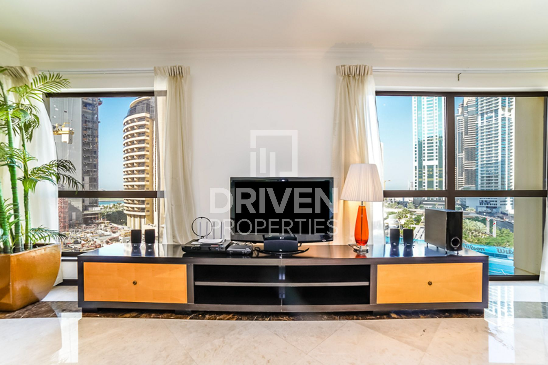 Spacious 3 Bed Apt with 3 Months Free Offer