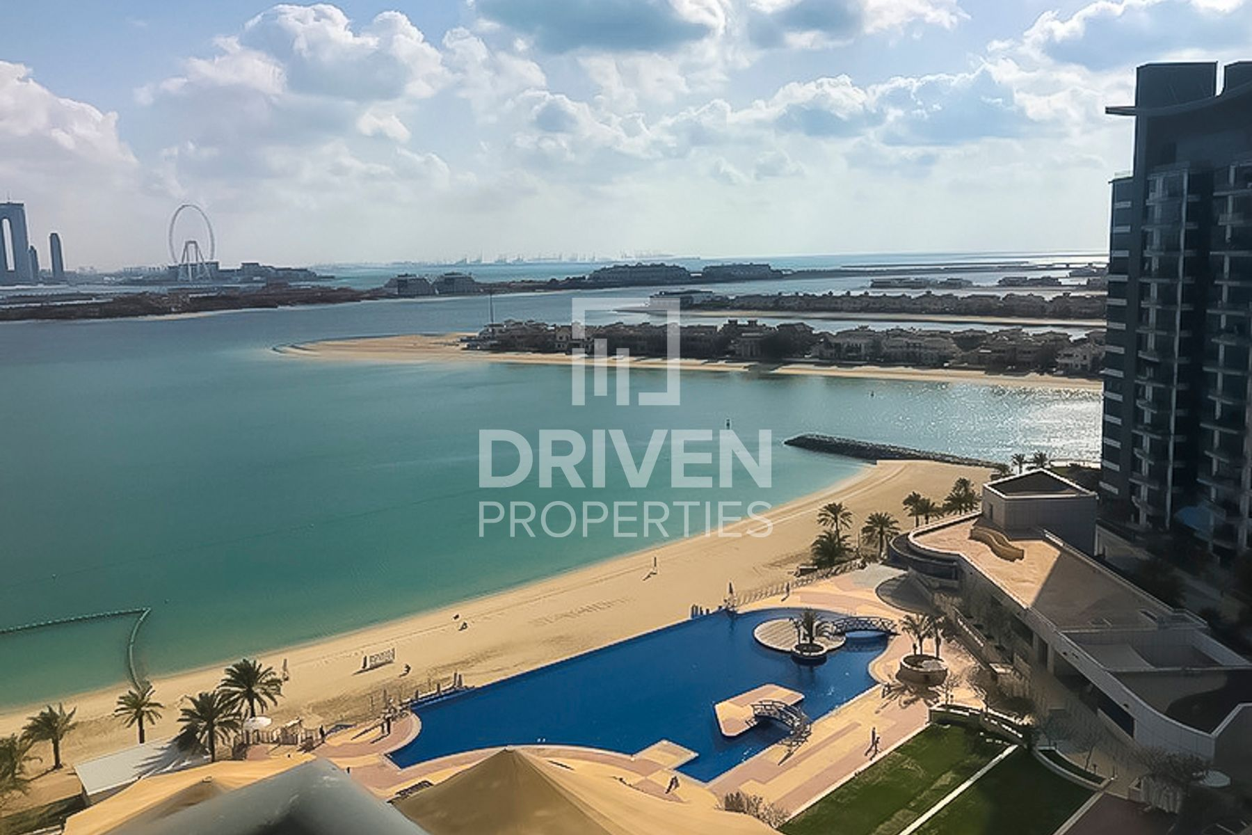 Spacious 1 Bed Apt with Pool and Sea View