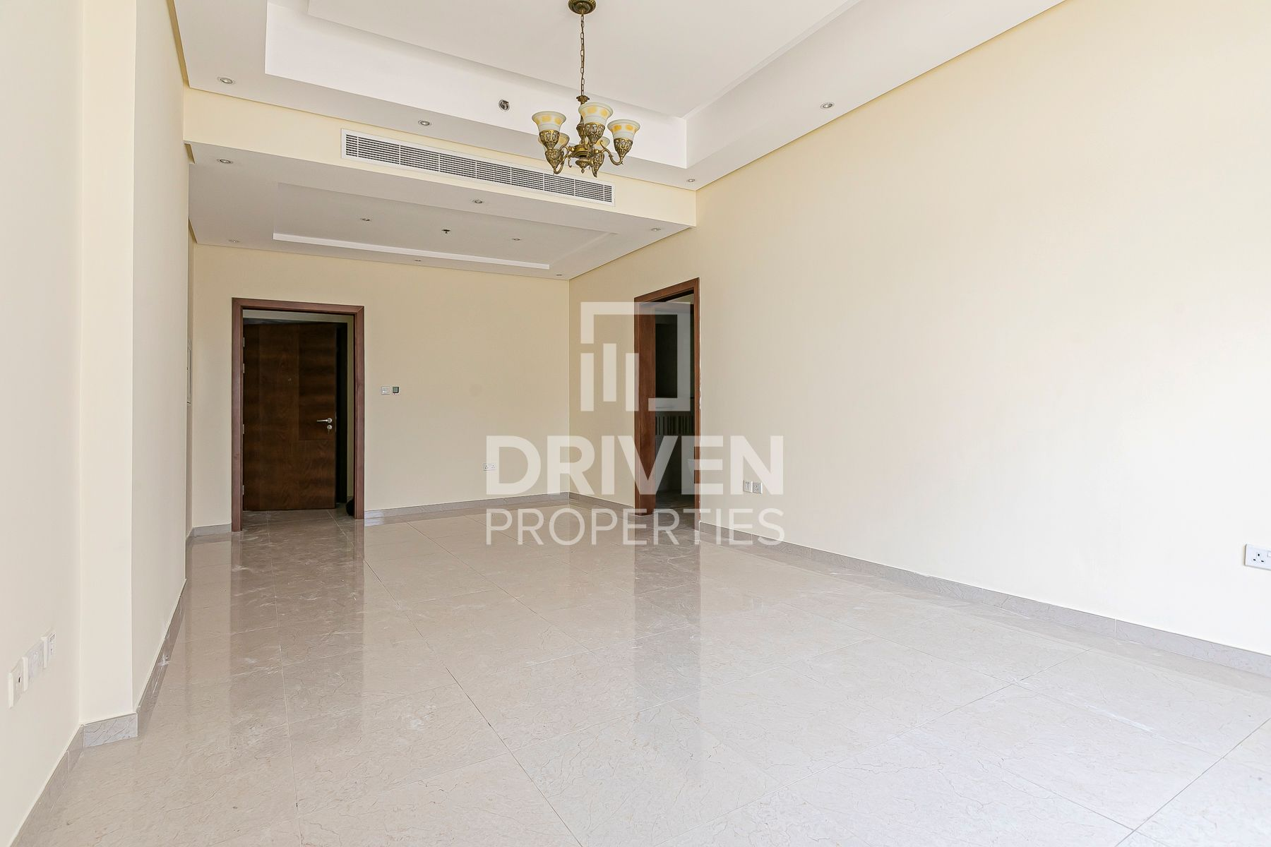 Bright and Spacious, 2 Bedroom Apartment