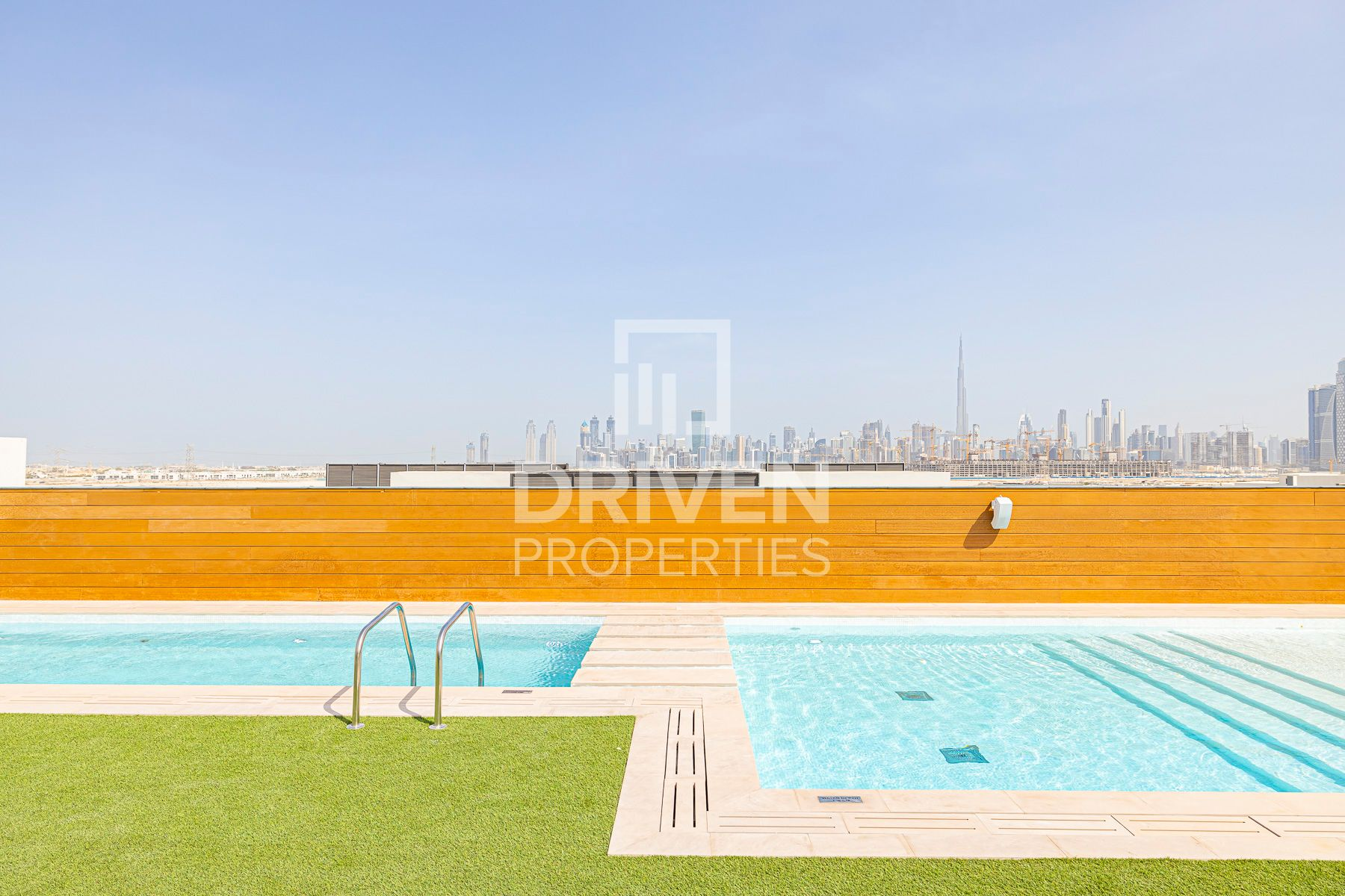 Apt with Rooftop Pool Access, 1 Month Free