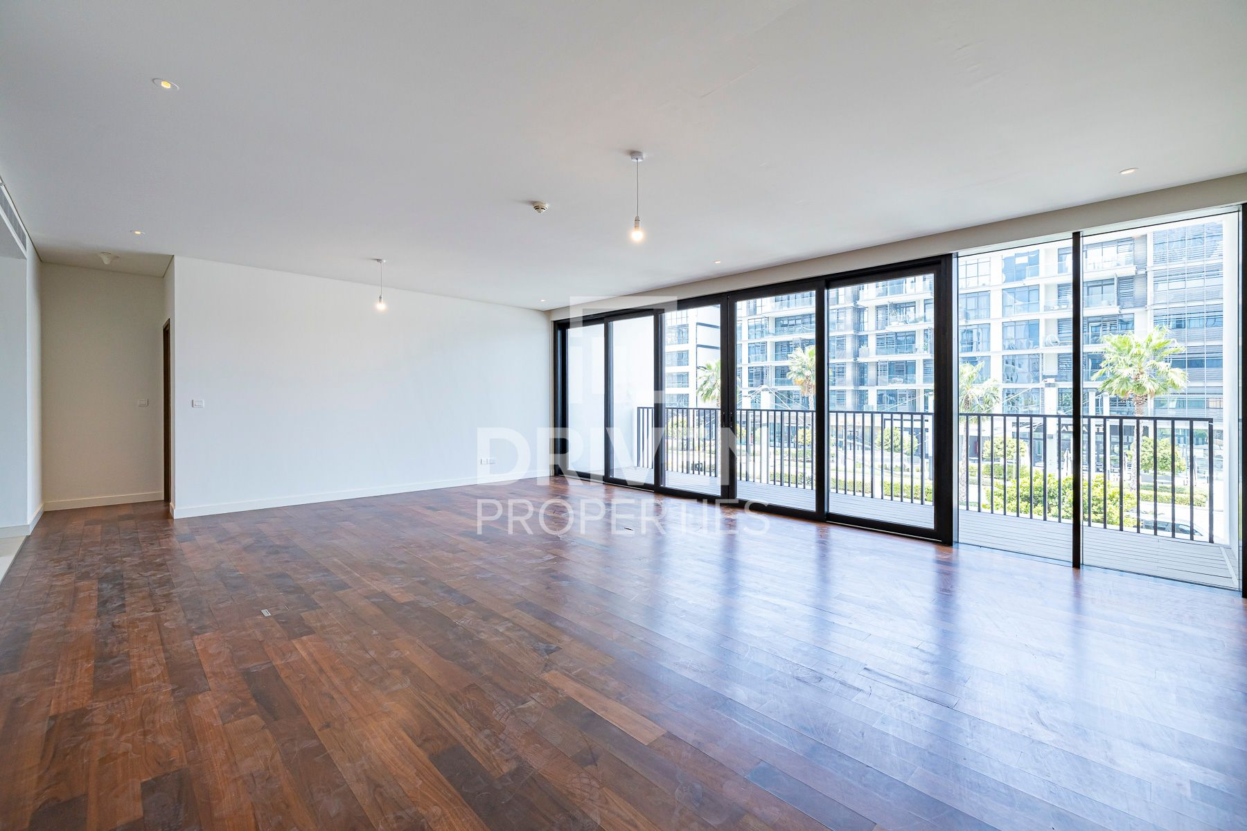 Largest 1 Bedroom Apt with Boulevard Views