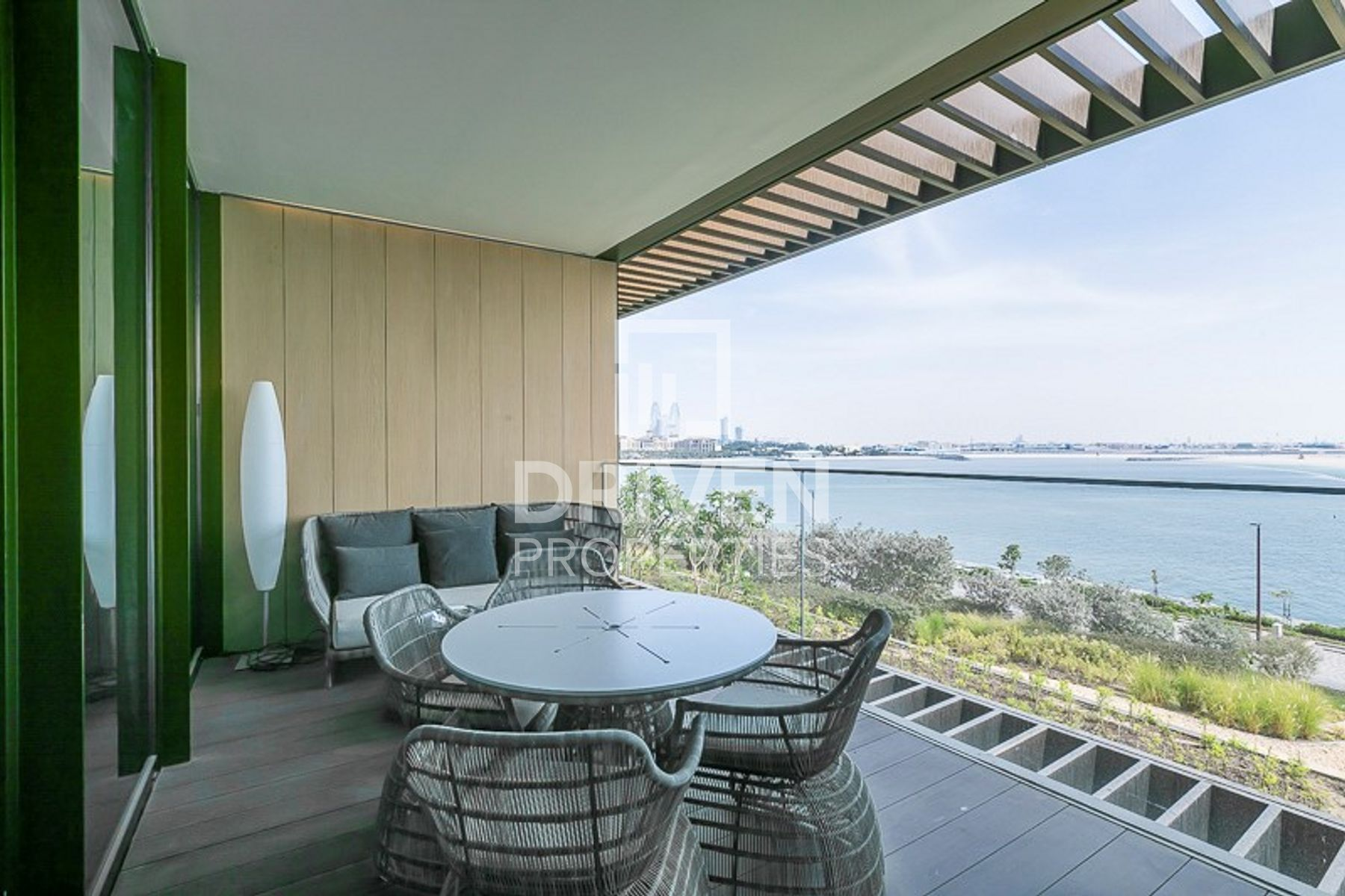 Beautiful 2 Bed Apt with Amazing Sea View