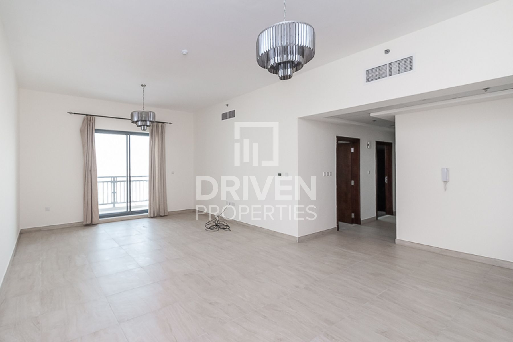Bright and Huge 3 Bed Apt plus Maids Room