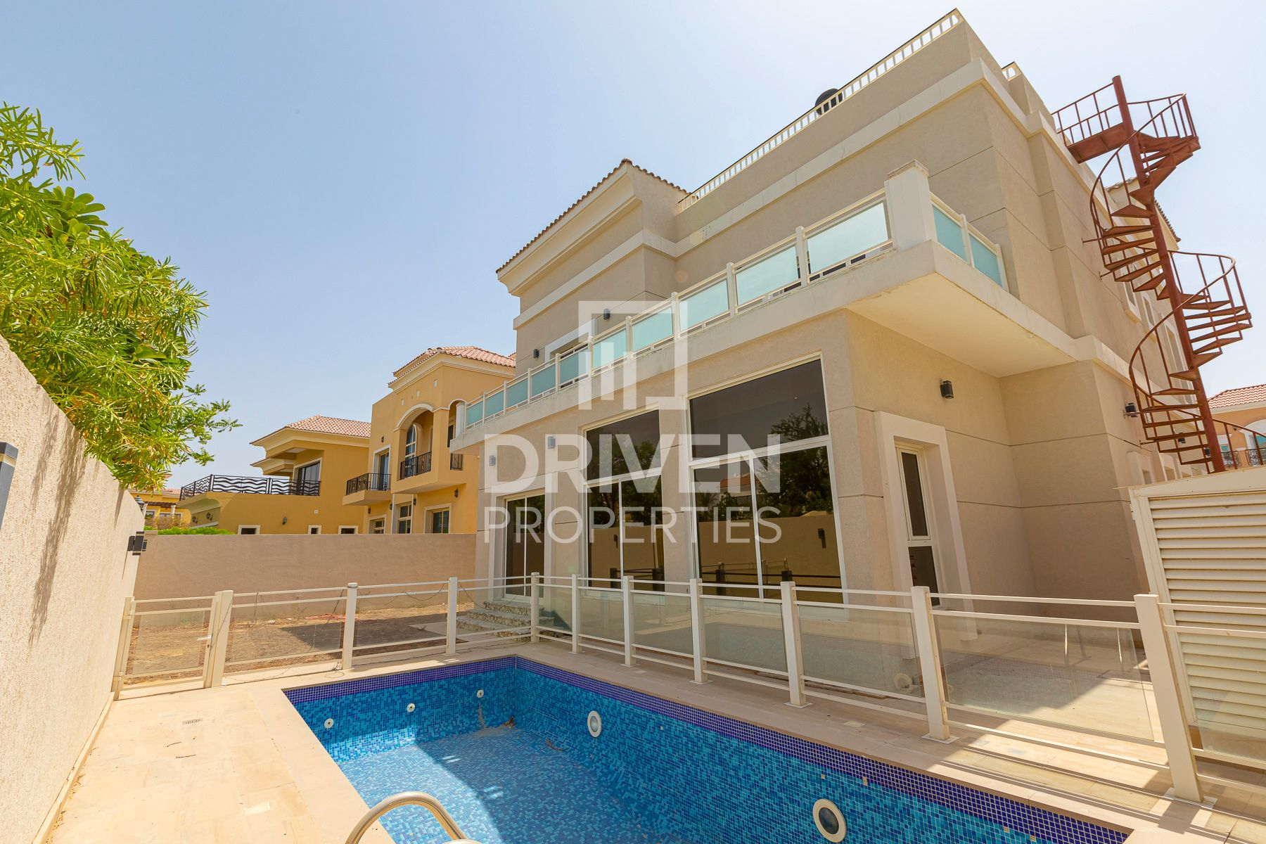 Luxurious 4 Bed plus Maids with Private Pool