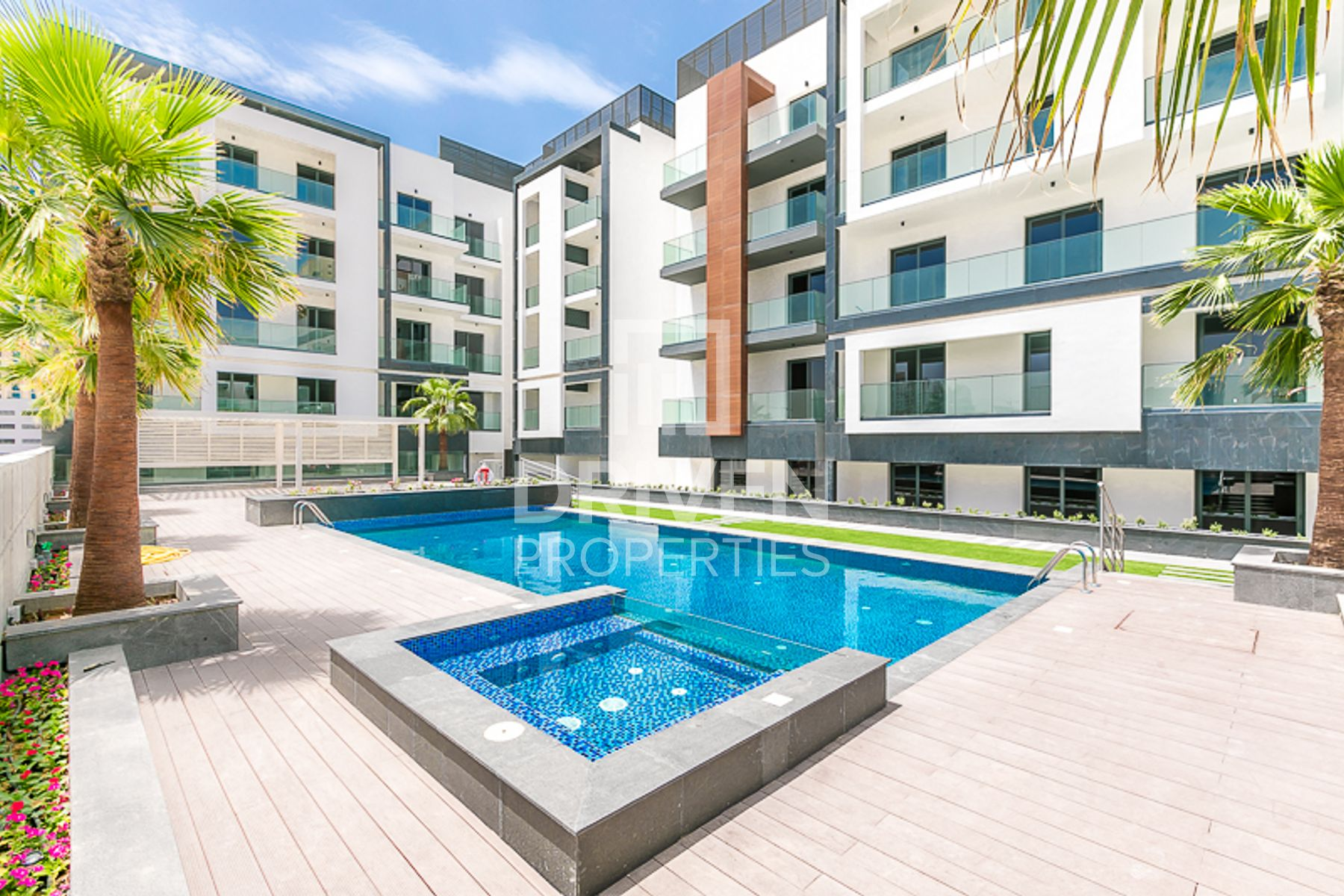 Pool View 2 Bed Apartment plus Study Room