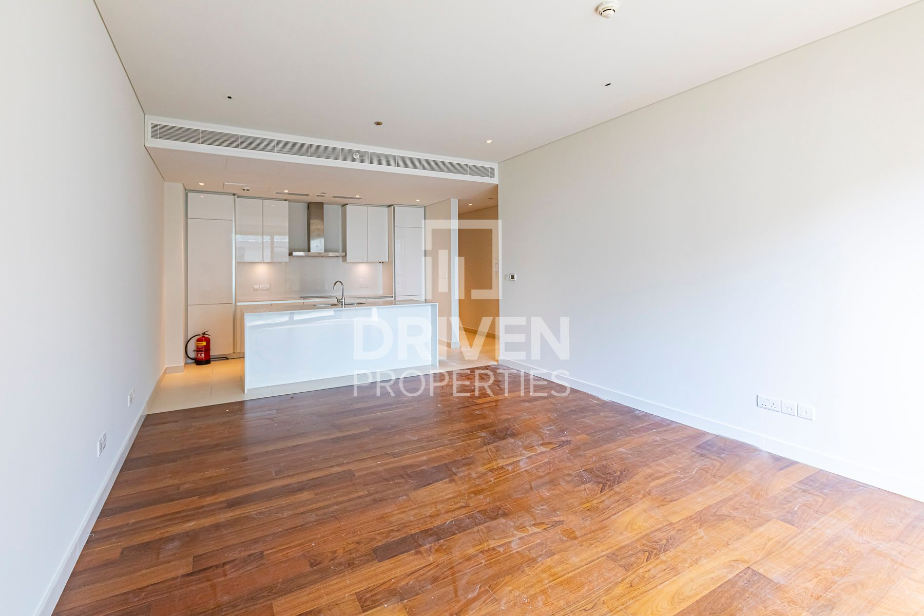 Bright and High Floor 1 Bed Apt, Pool View