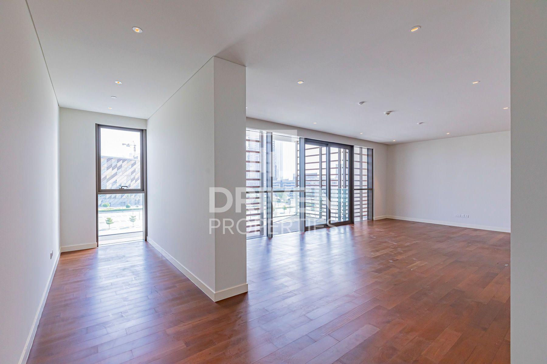 Huge and High Floor Apt plus Maids, Burj View