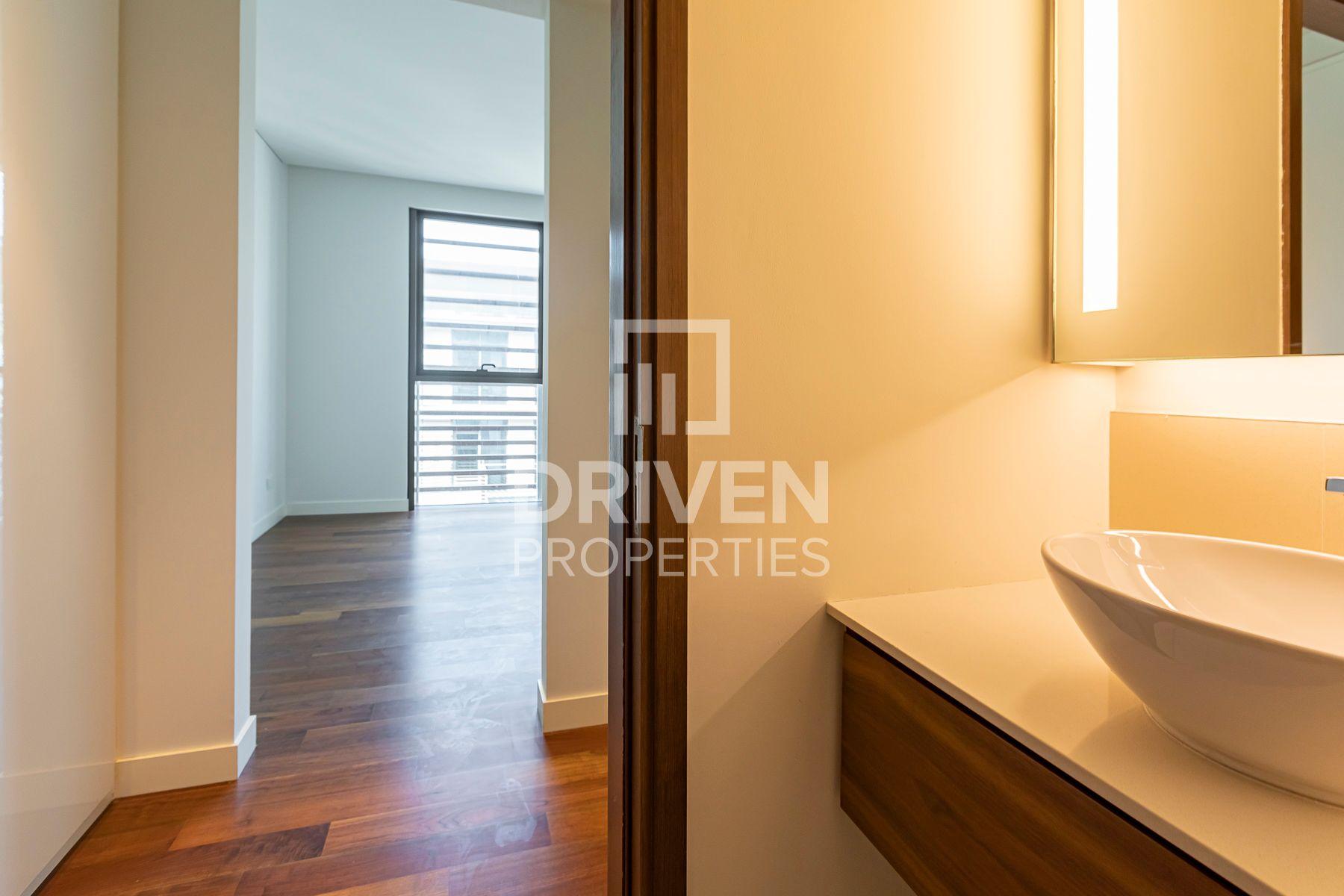 Elegant Apt plus Maids Room | High Floor