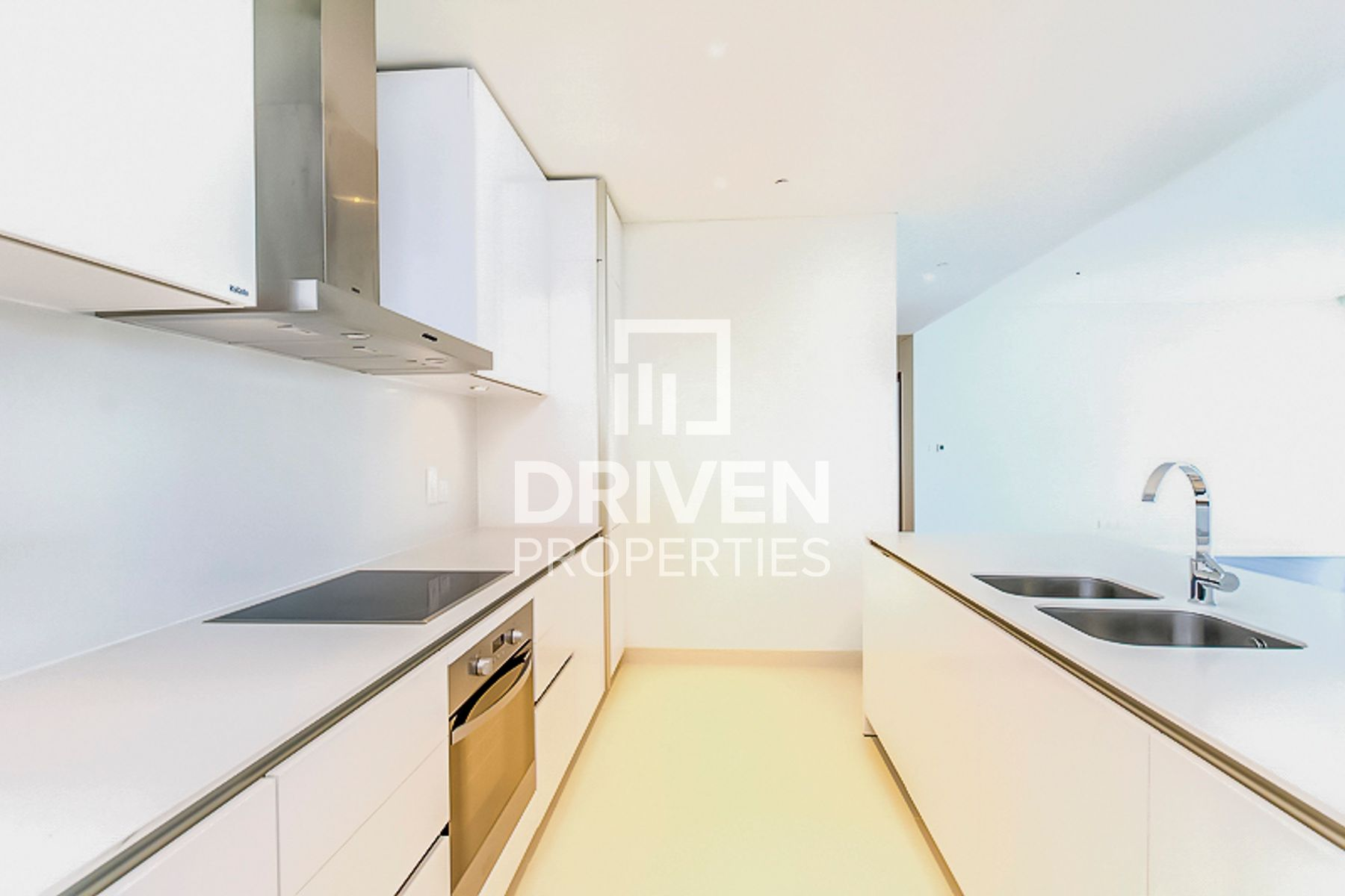 Spacious 1 Bedroom Apartment with Pool View