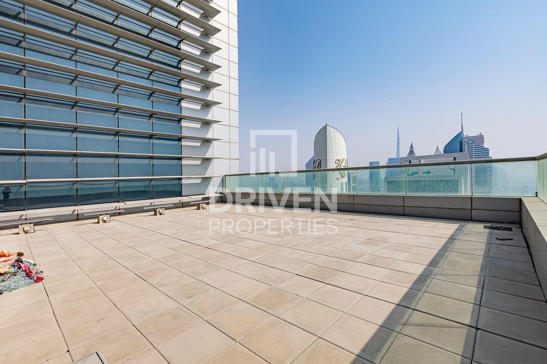للايجار - مكتب - برج كونراد التجاري - شارع الشيخ زايد