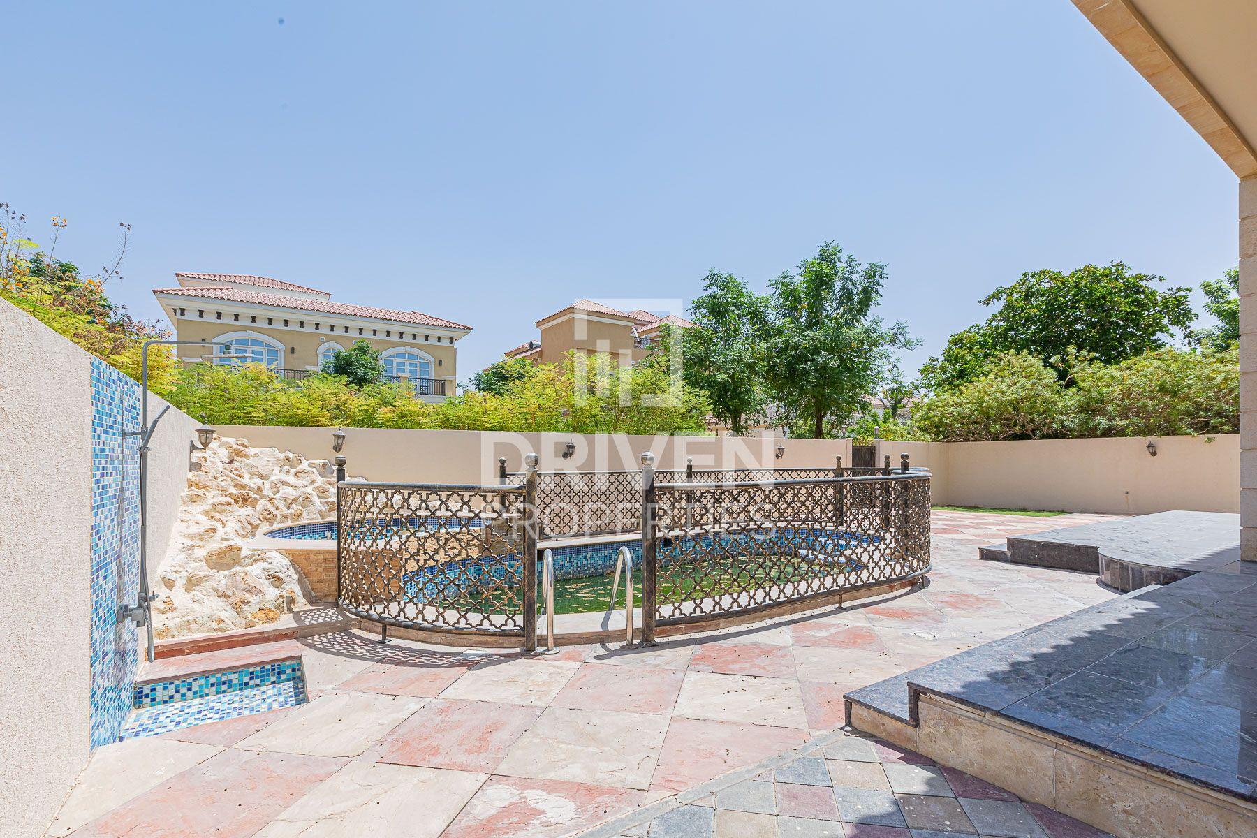 Serene and Custom Built Villa, Close to Park