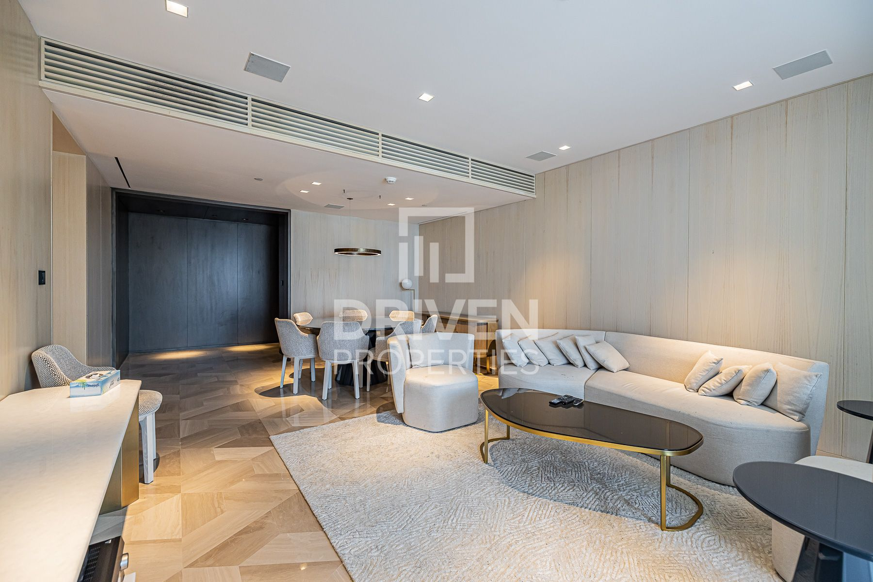 Elegant 2 Bed Apartment, High End Finishes