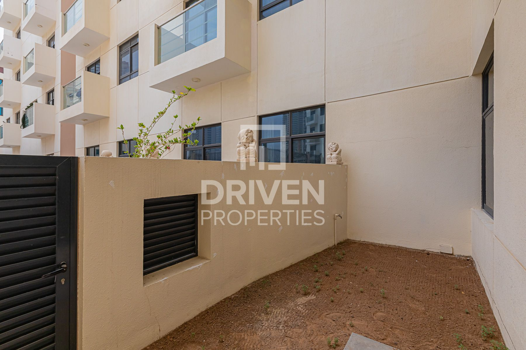 1 Bed Apartment with Storage room and Garden